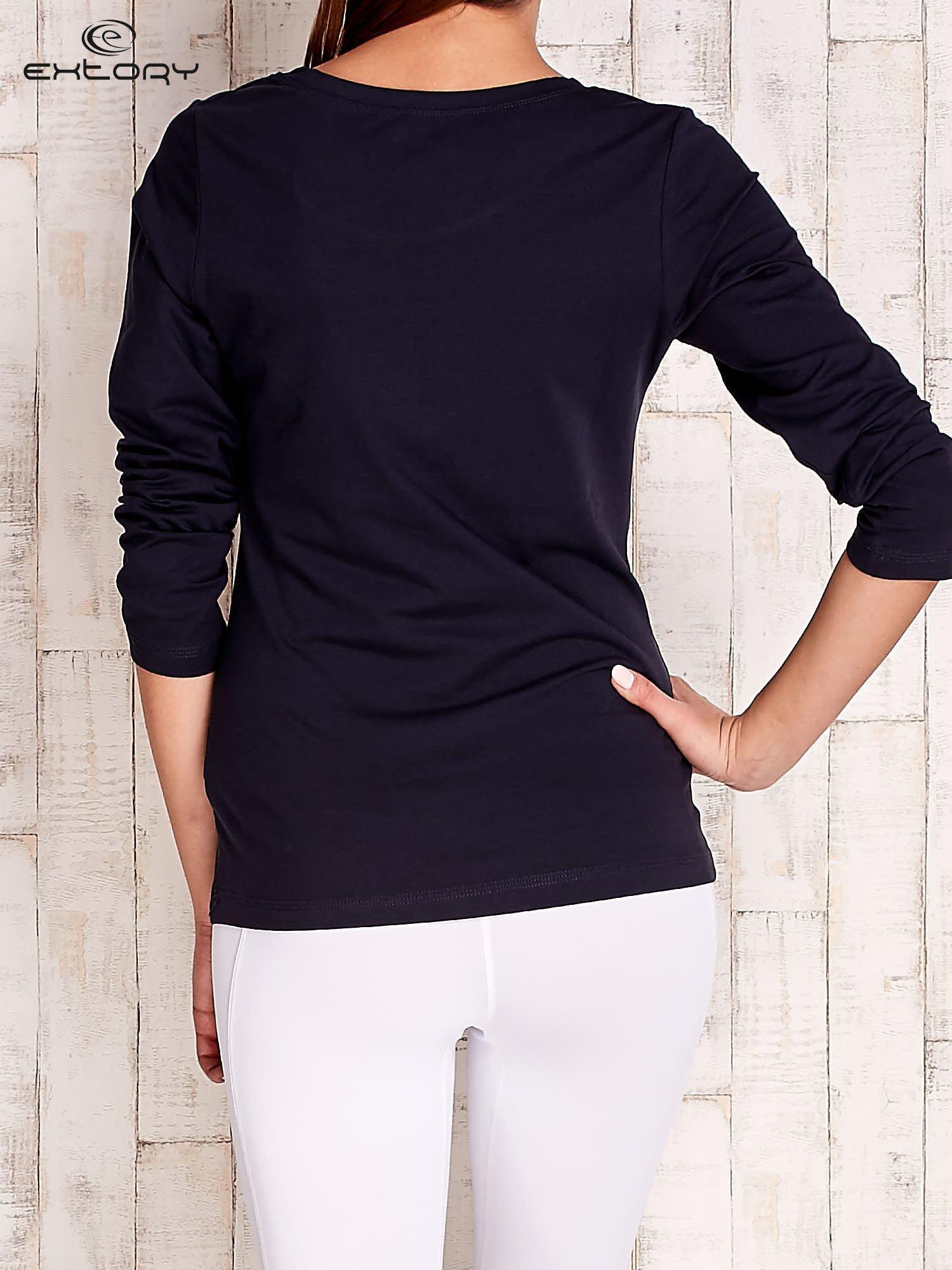Granatowa gładka bluzka sportowa z dekoltem U PLUS SIZE                                  zdj.                                  5