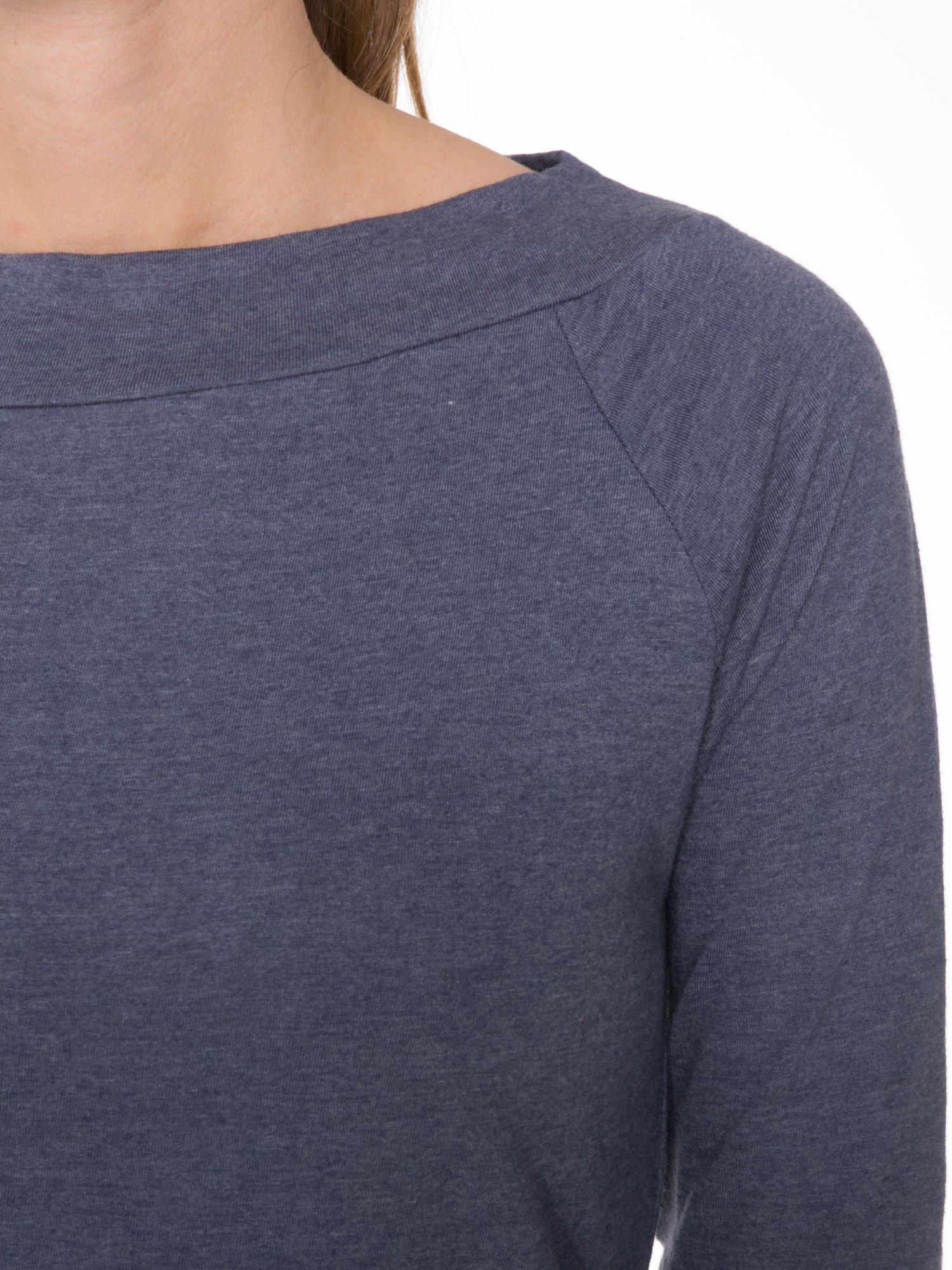 Granatowa gładka bluzka z reglanowymi rękawami                                  zdj.                                  5