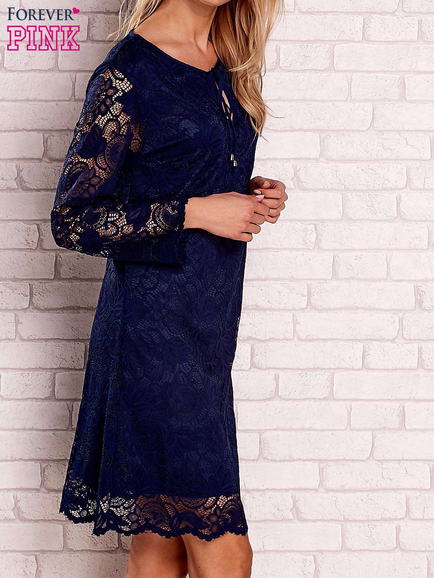 496d50a67d Granatowa koronkowa sukienka z wiązaniem - Sukienka koktajlowa ...