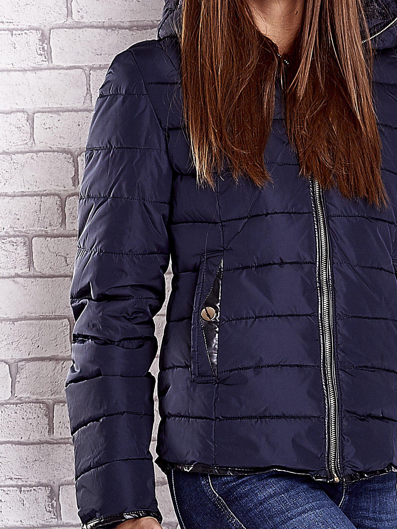 Granatowa pikowana kurtka ze złotymi suwakami                                  zdj.                                  9