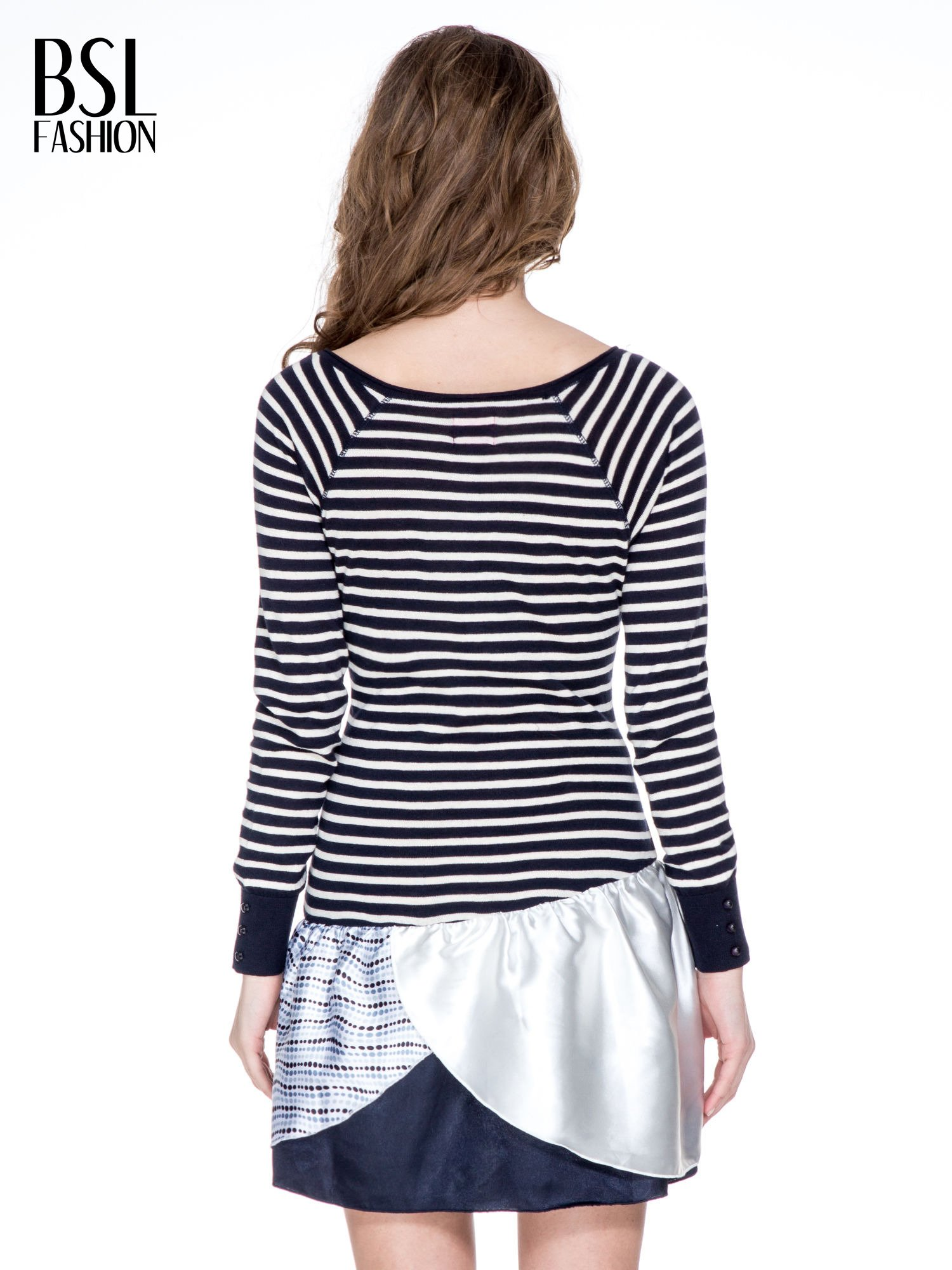 Granatowa sukienka w paski z baskinką z tkaniny                                  zdj.                                  4