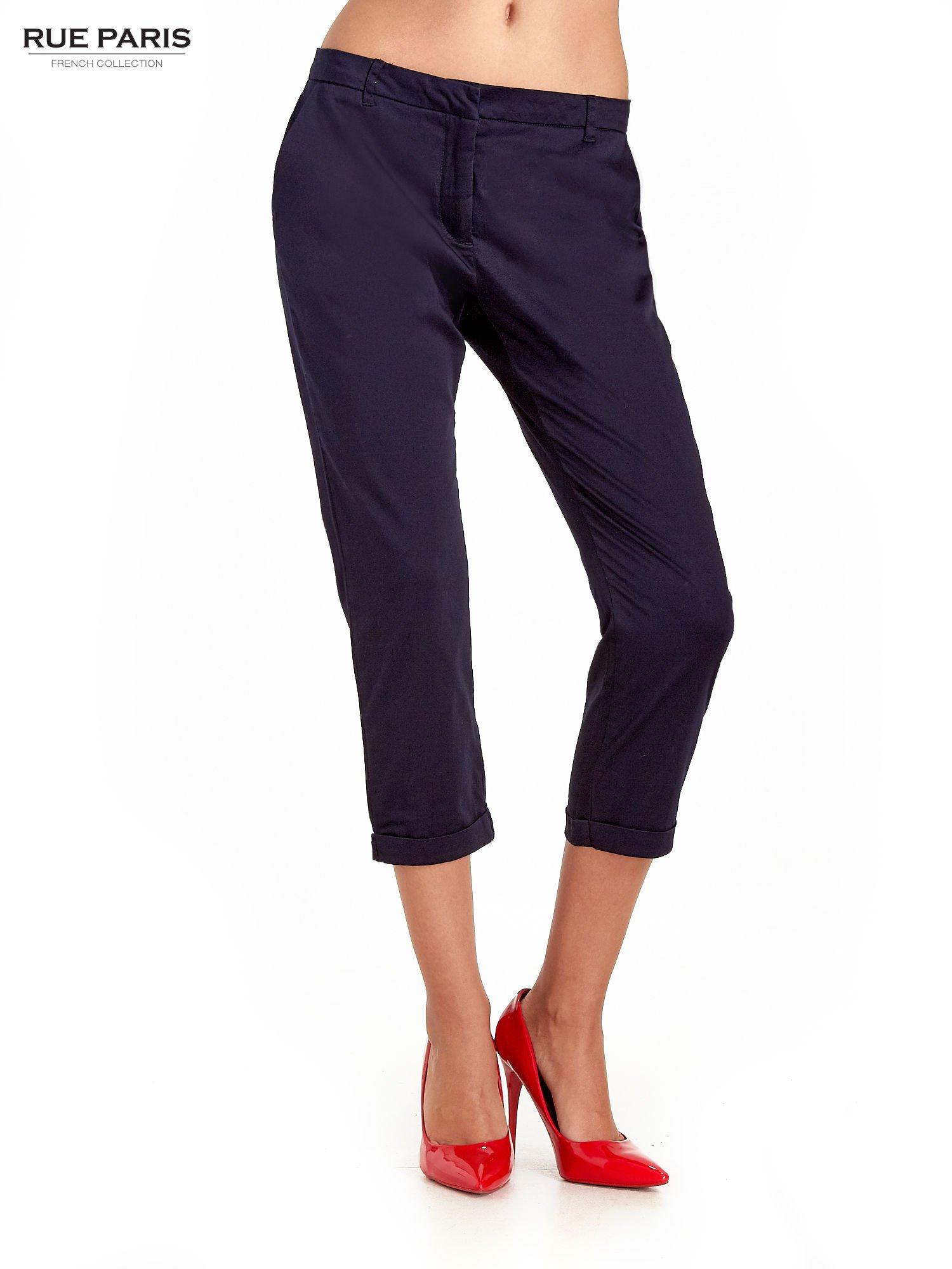 Granatowe eleganckie spodnie za kolano                                  zdj.                                  1