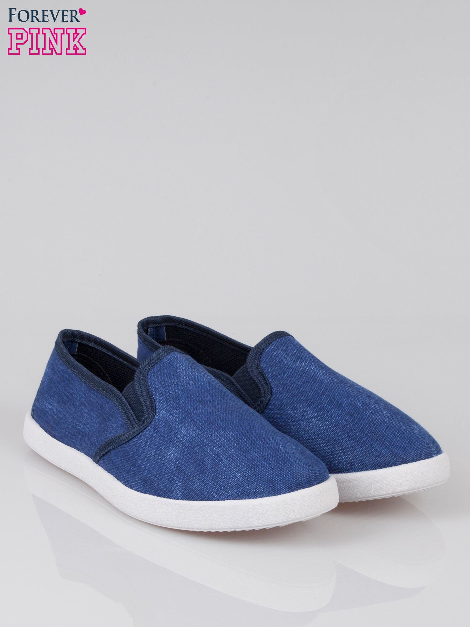 Granatowe jeansowe buty slip on                                  zdj.                                  2