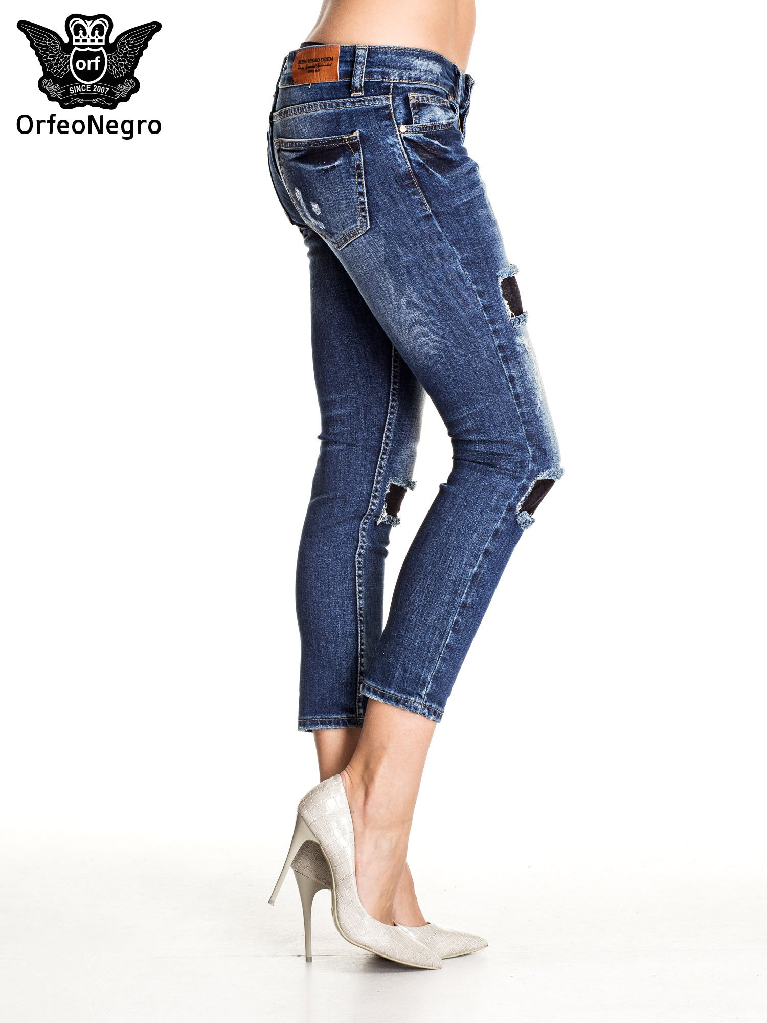 Granatowe spodnie skinny jeans z czarnymi łatami                                  zdj.                                  3