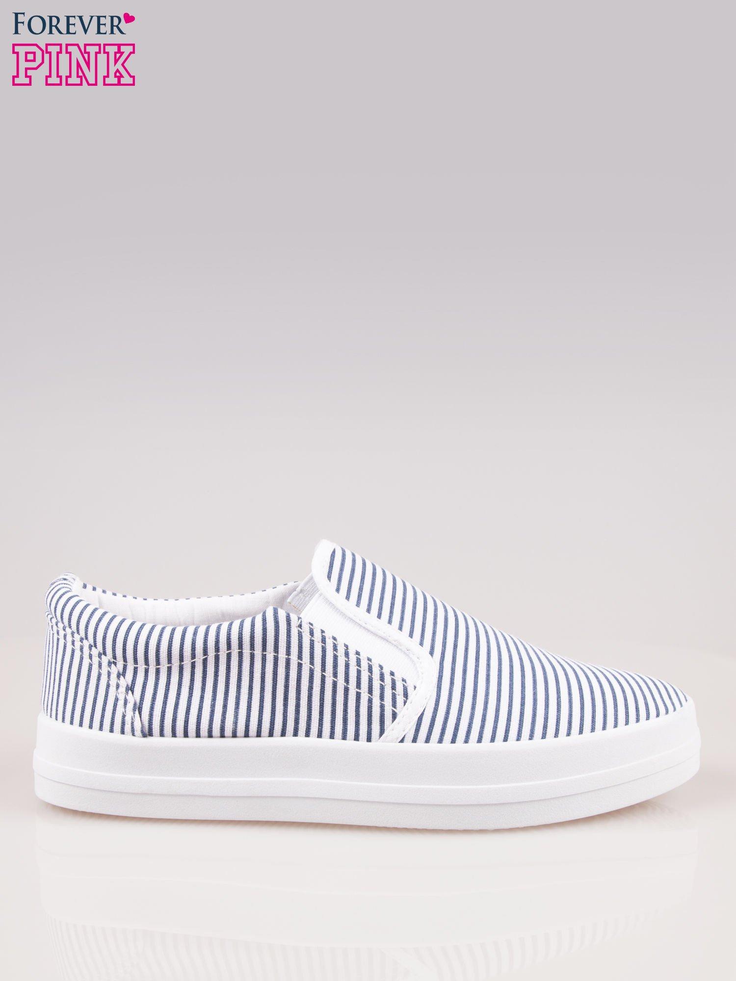 Granatowo-białe buty slip on w paski na grubej podeszwie                                  zdj.                                  1