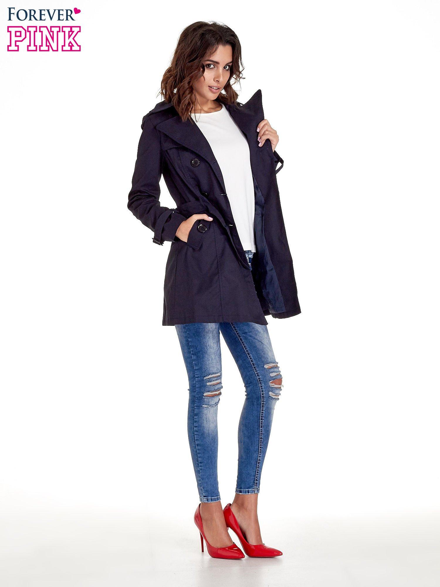Granatowy klasyczny płaszcz typu trencz                                  zdj.                                  7
