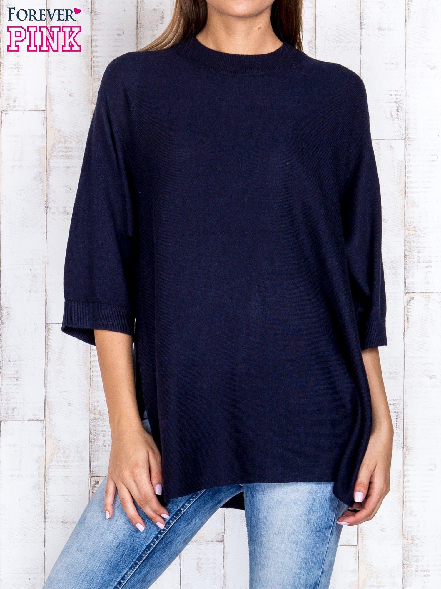 Granatowy luźny sweter oversize z bocznymi rozcięciami                                  zdj.                                  1