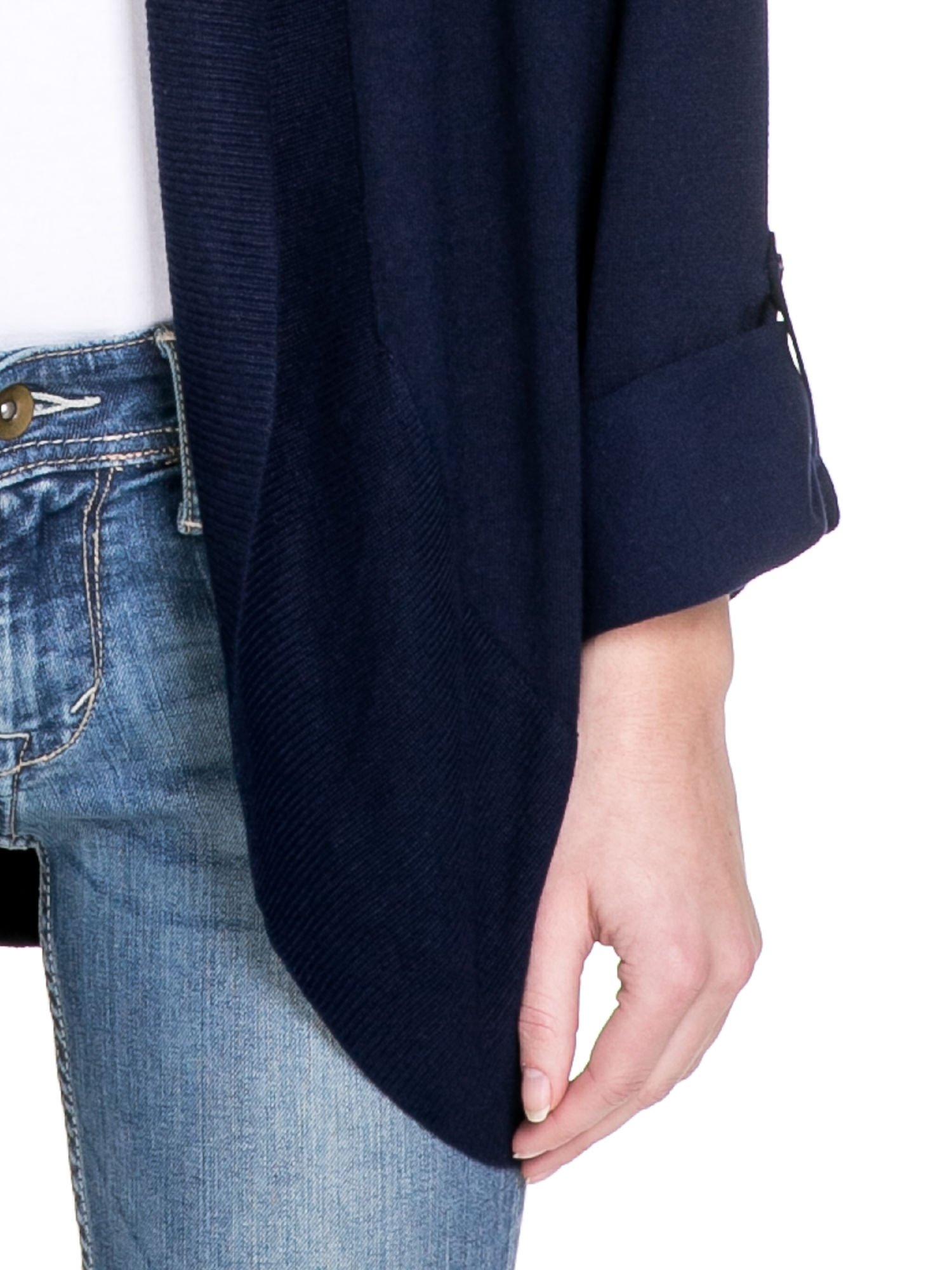 Granatowy sweter narzutka z wywijanymi rękawami                                  zdj.                                  6