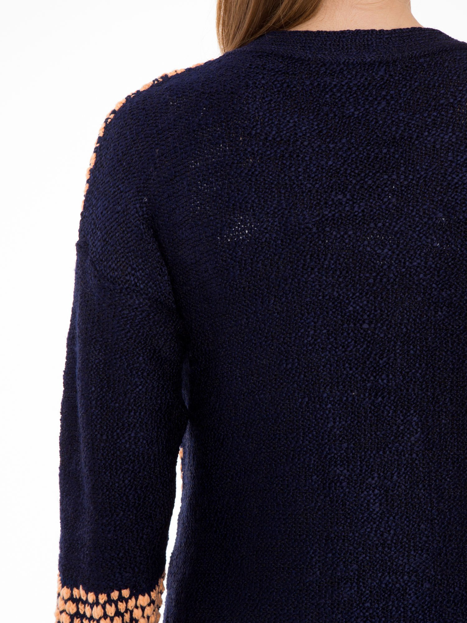 Granatowy sweter typu otwarty kardigan z ozdobnym ściegiem                                  zdj.                                  8