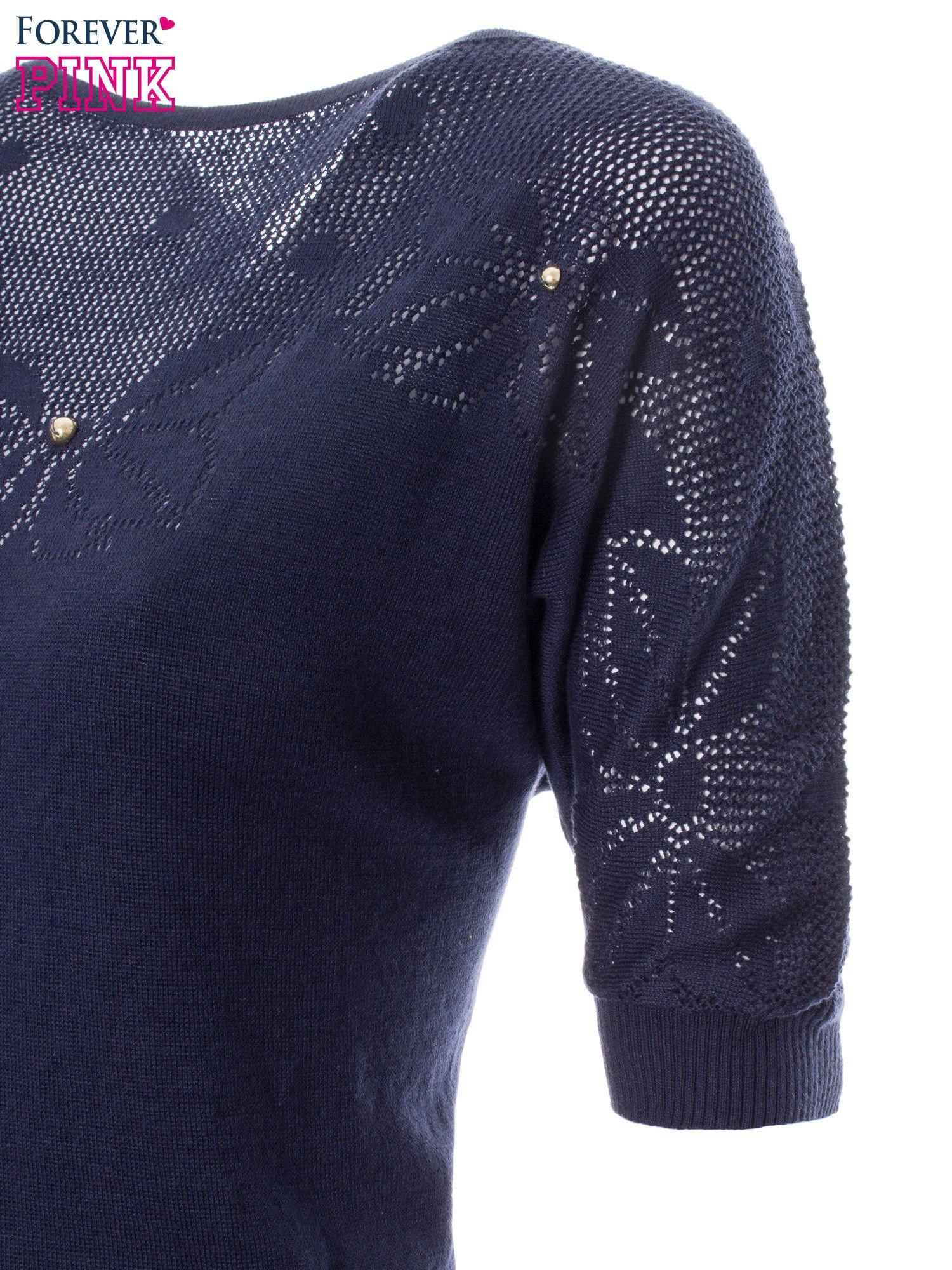 Granatowy sweter z ażurową górą i krótkim rękawkiem                                  zdj.                                  6