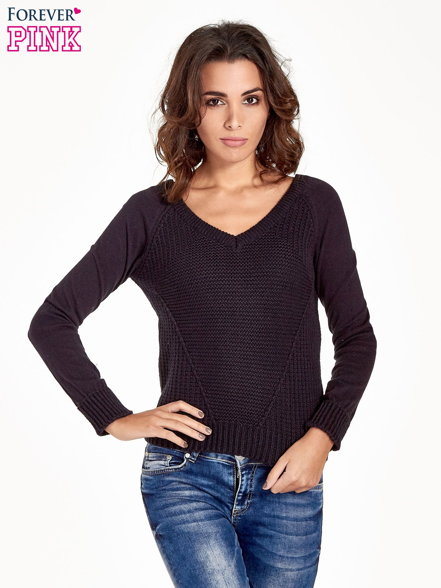 Granatowy sweter z dwustronnym dekoltem w serek                                  zdj.                                  1