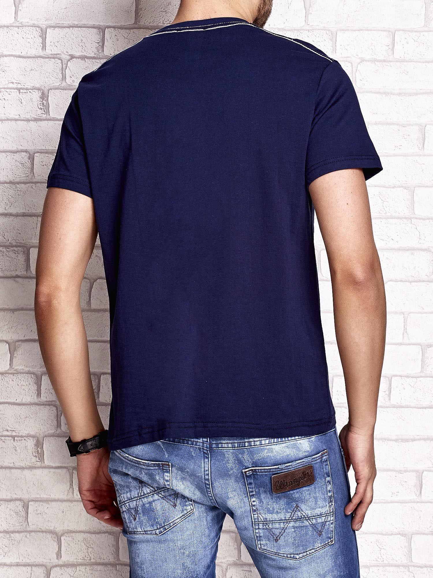 Granatowy t-shirt męski z napisem BROOKLYN NYC                                  zdj.                                  2