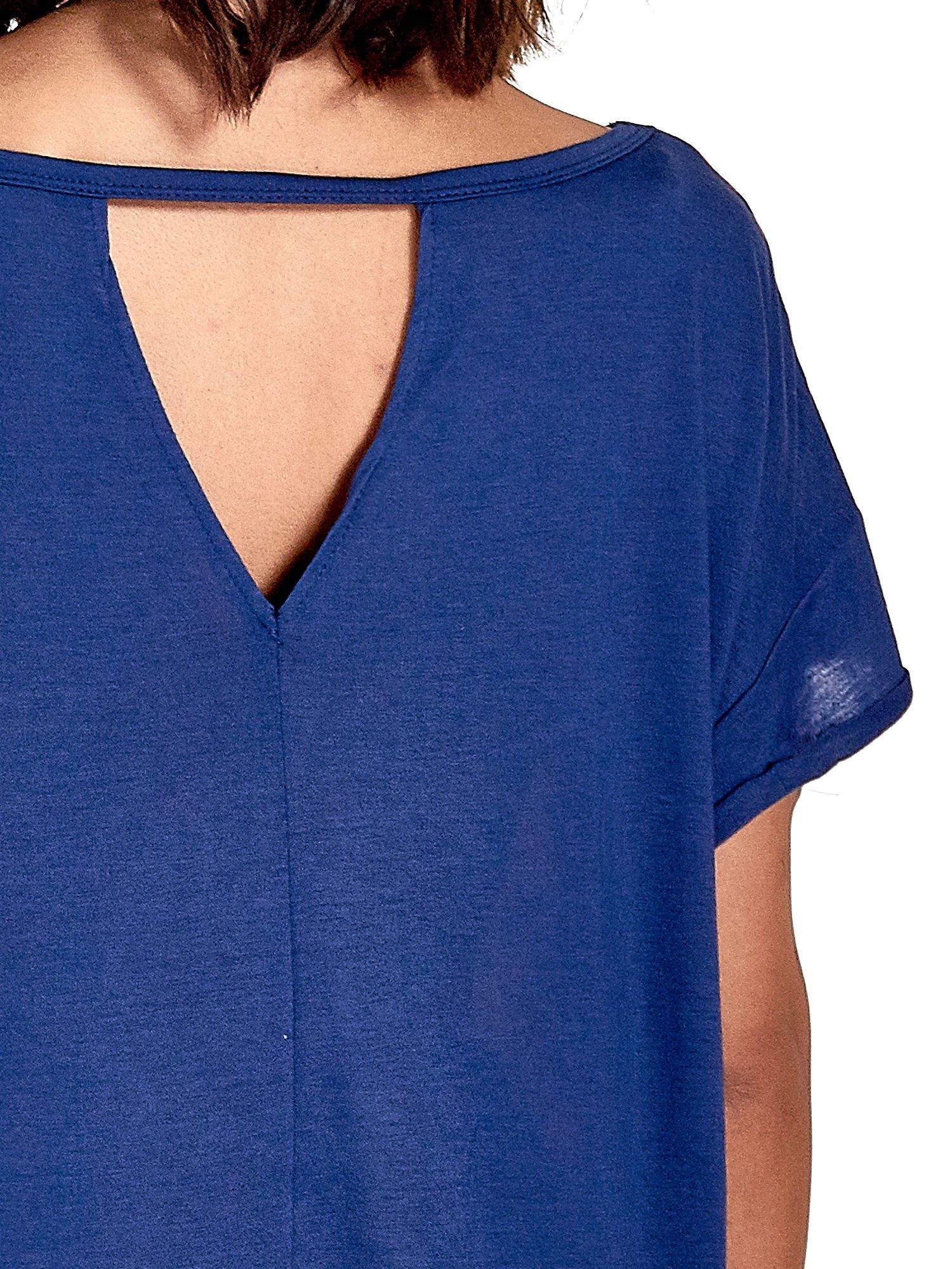 Granatowy t-shirt z nadrukiem w palmy                                  zdj.                                  6