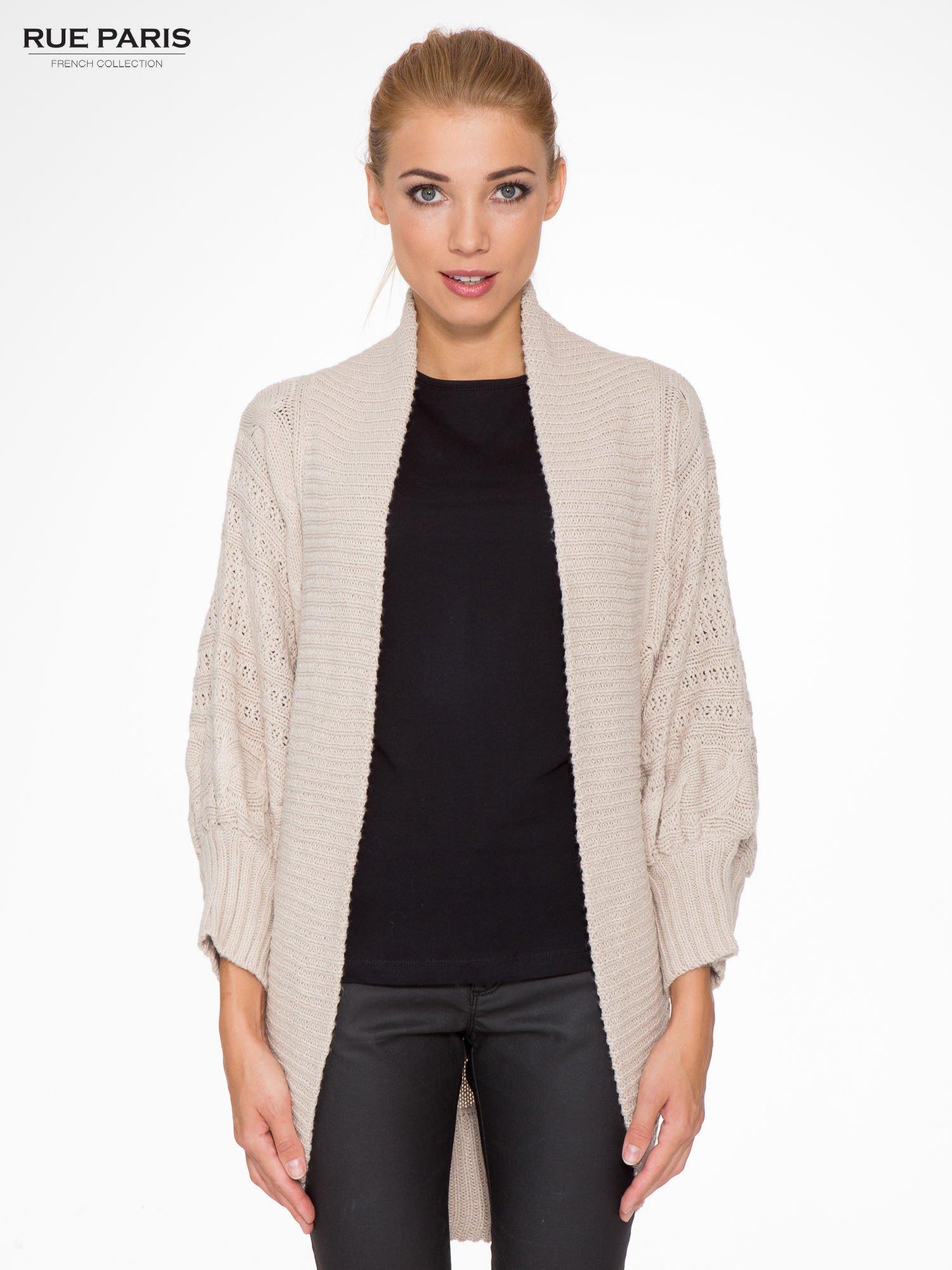 Jasnobeżowy dziergany sweter typu otwarty kardigan                                  zdj.                                  1