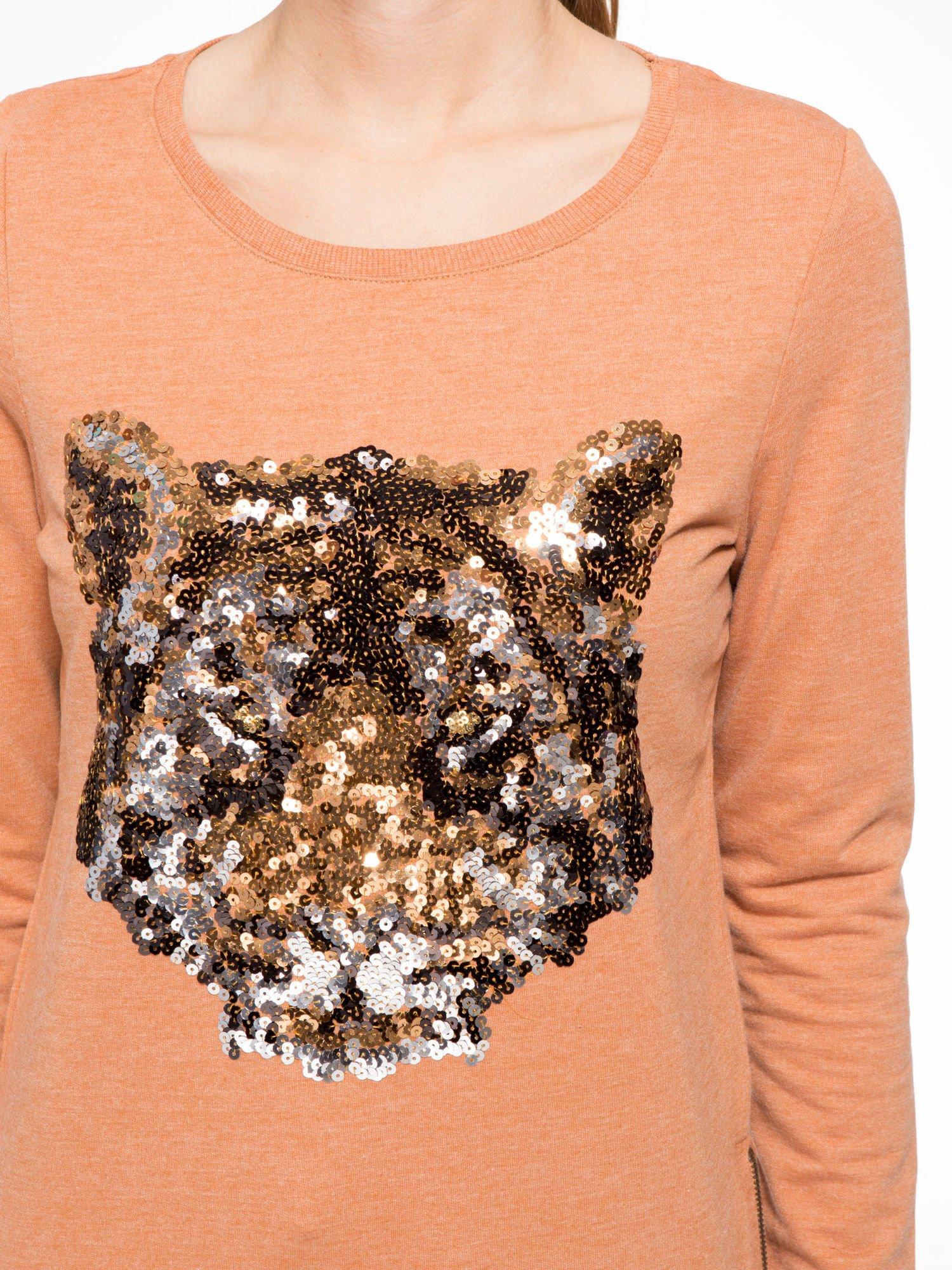 Jasnobrązowa bluza z aplikacją tygrysa z cekinów                                  zdj.                                  5