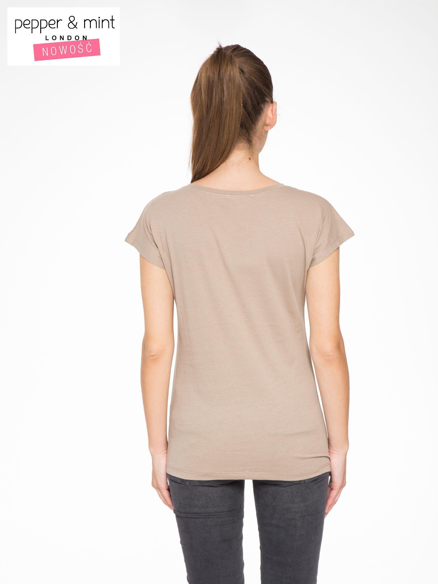 Jasnobrązowy t-shirt z napisem STAND BY ME                                  zdj.                                  4
