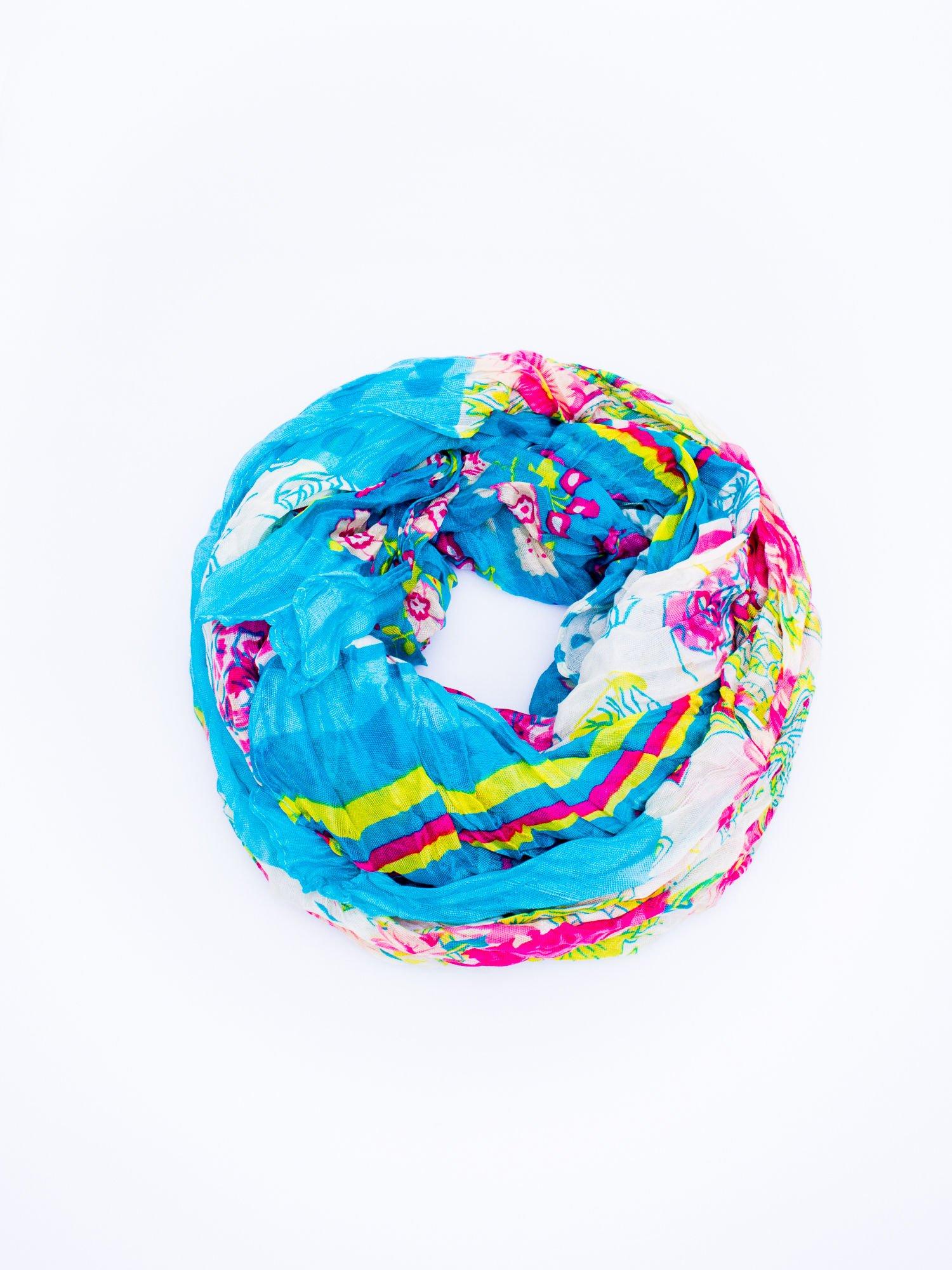 Jasnoniebieska chusta we wzór patchworkowy                                  zdj.                                  2