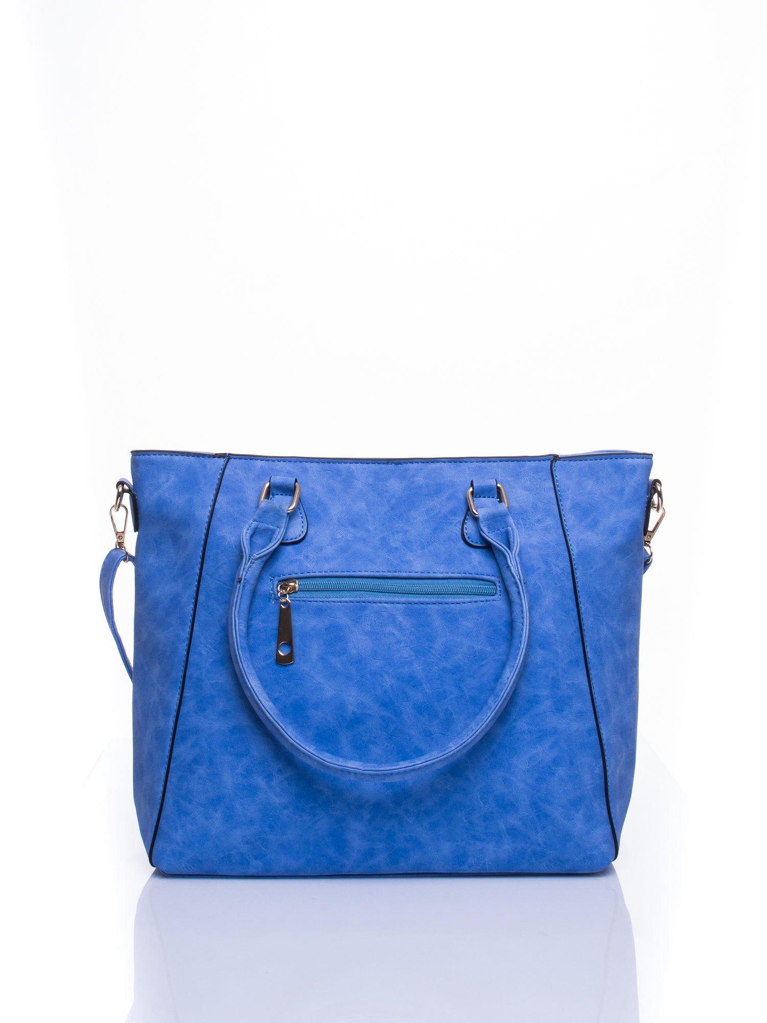 Jasnoniebieska fakturowana torba z odpinanym paskiem                                  zdj.                                  3