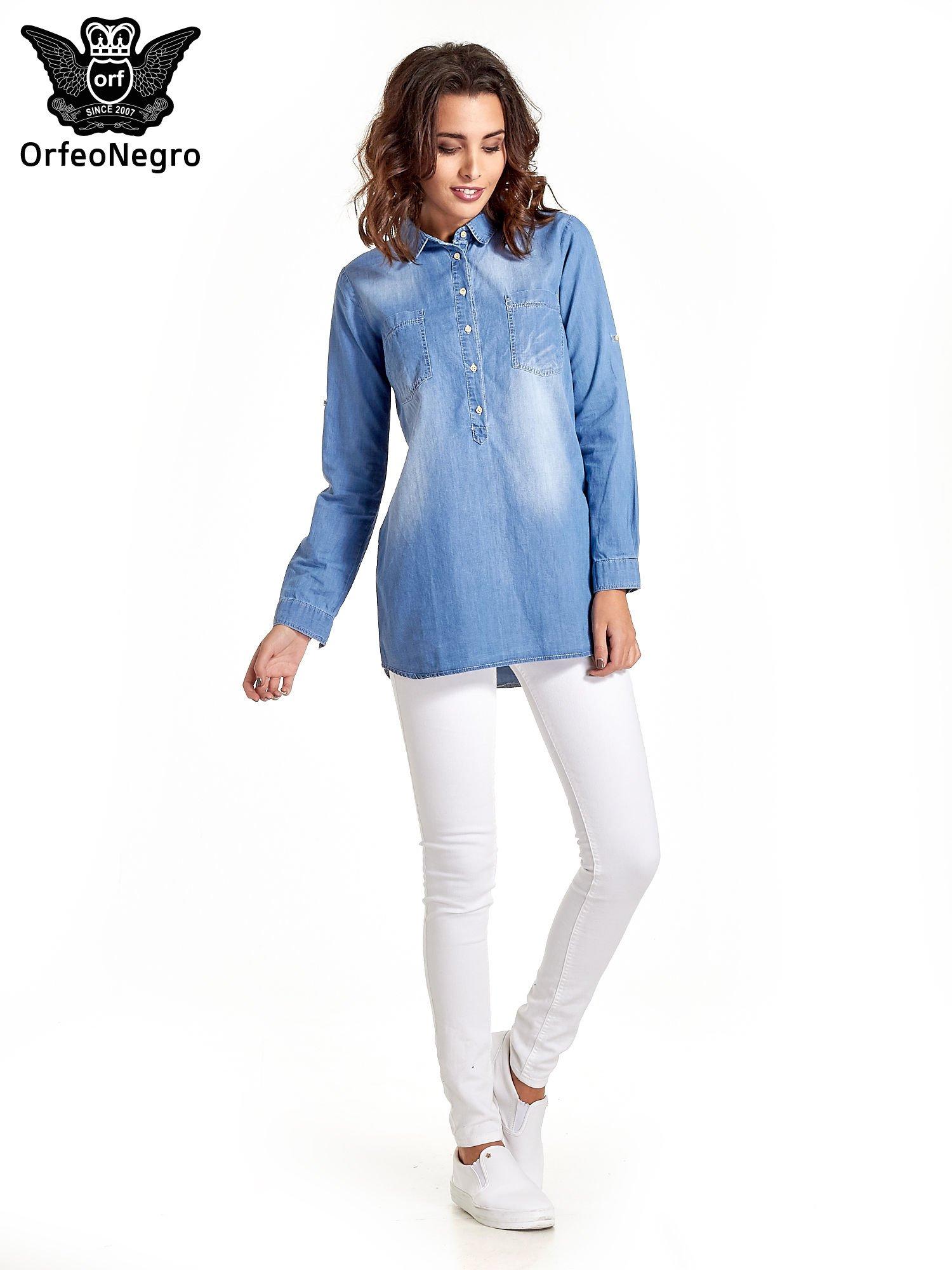 Jasnoniebieska jeansowa długa koszula z kieszeniami                                  zdj.                                  9
