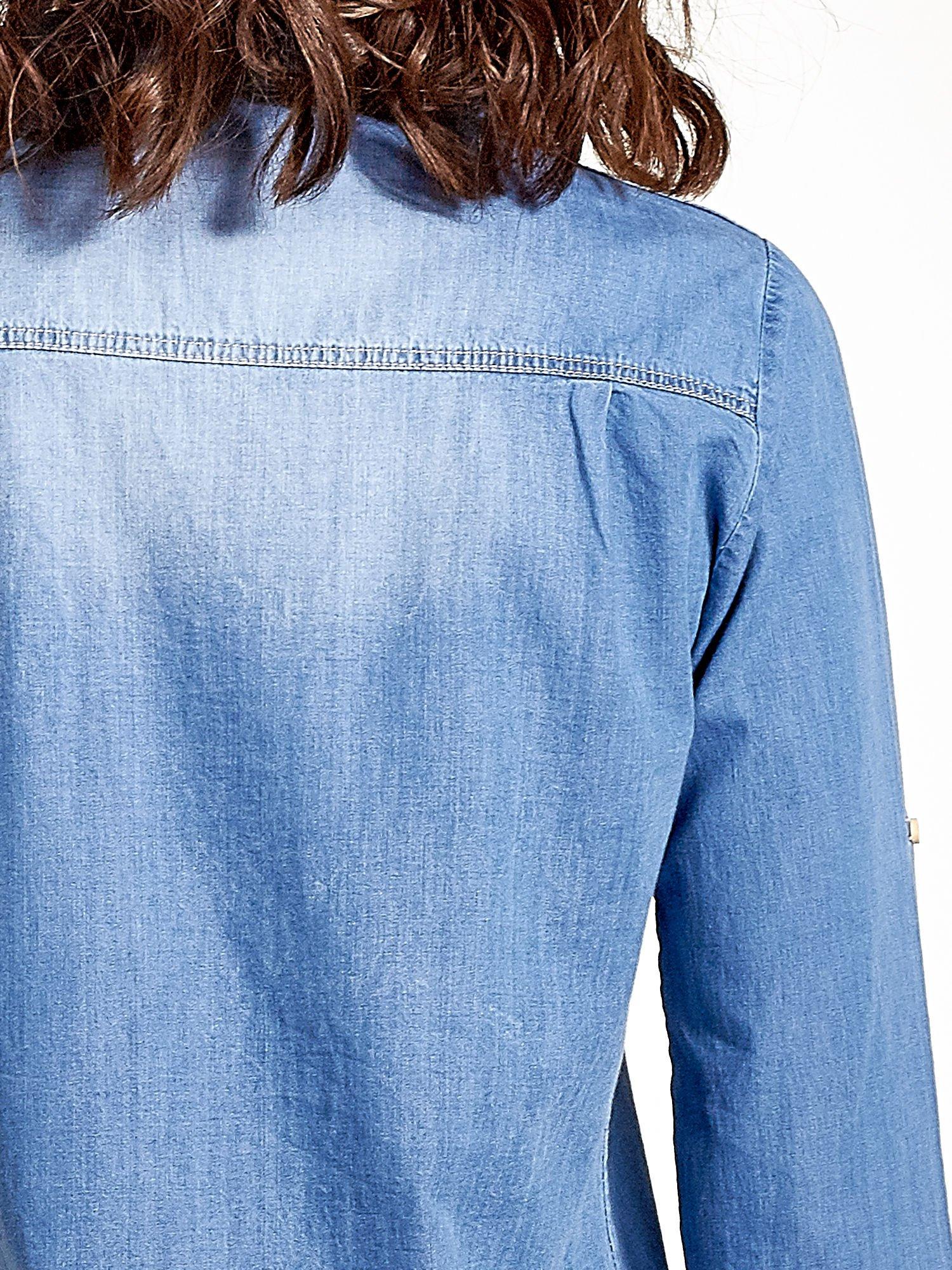 Jasnoniebieska jeansowa długa koszula z kieszeniami                                  zdj.                                  8