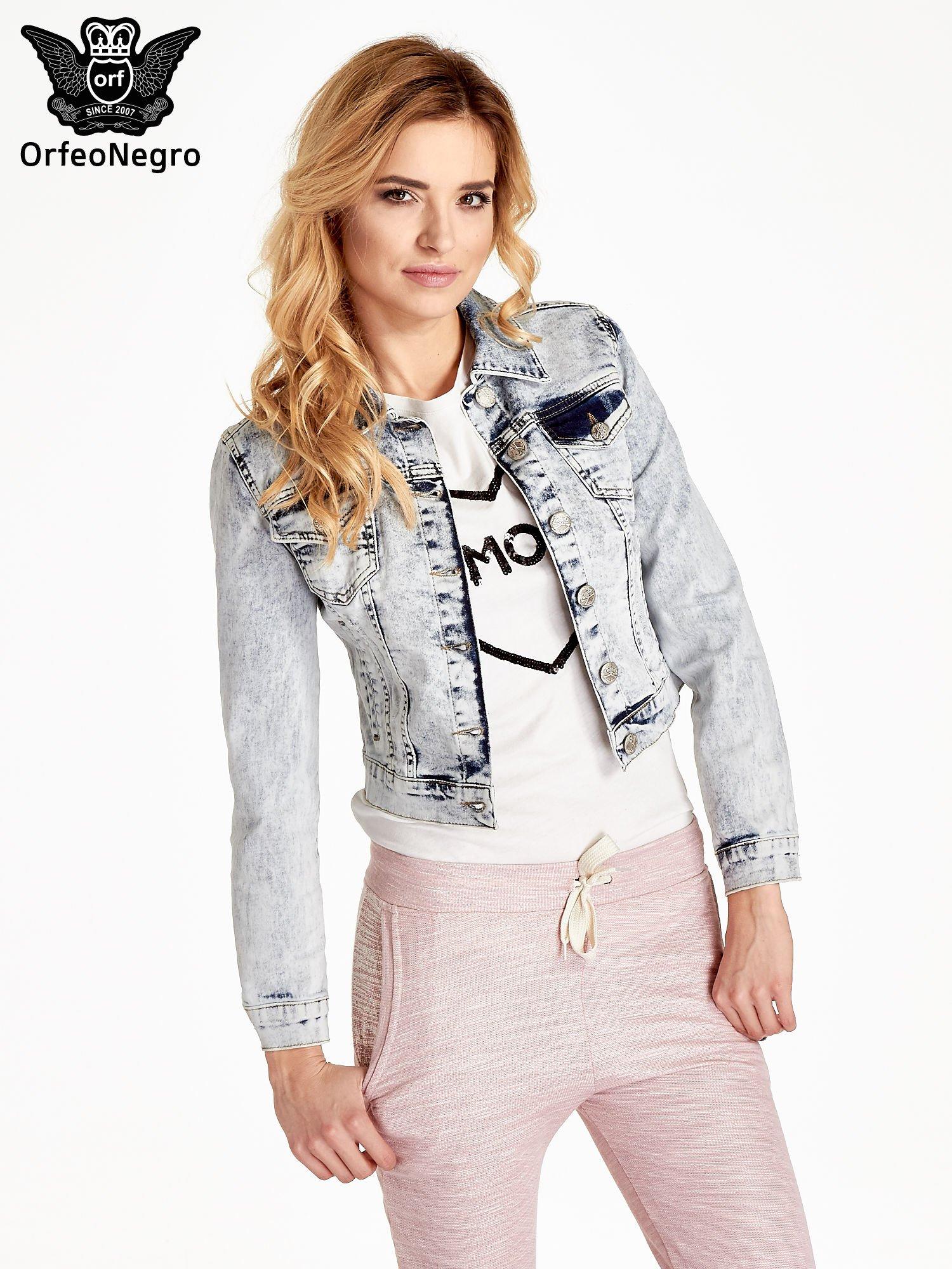 Jasnoniebieska kurtka jeansowa damska z efektem acid wash                                  zdj.                                  1