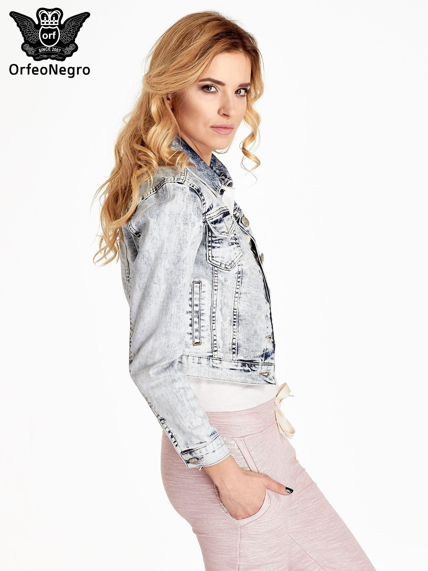 Jasnoniebieska kurtka jeansowa damska z efektem acid wash                                  zdj.                                  3