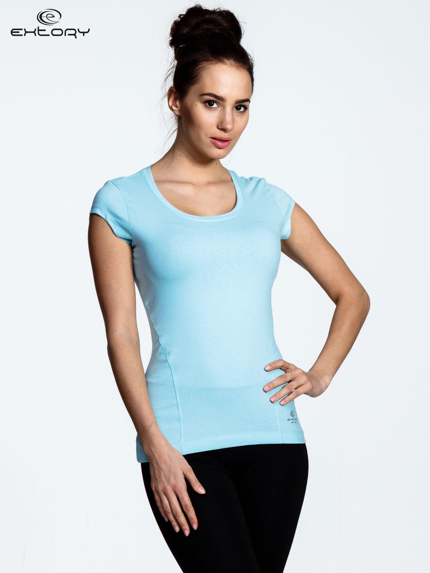 Jasnoniebieski damski t-shirt sportowy basic                                  zdj.                                  1