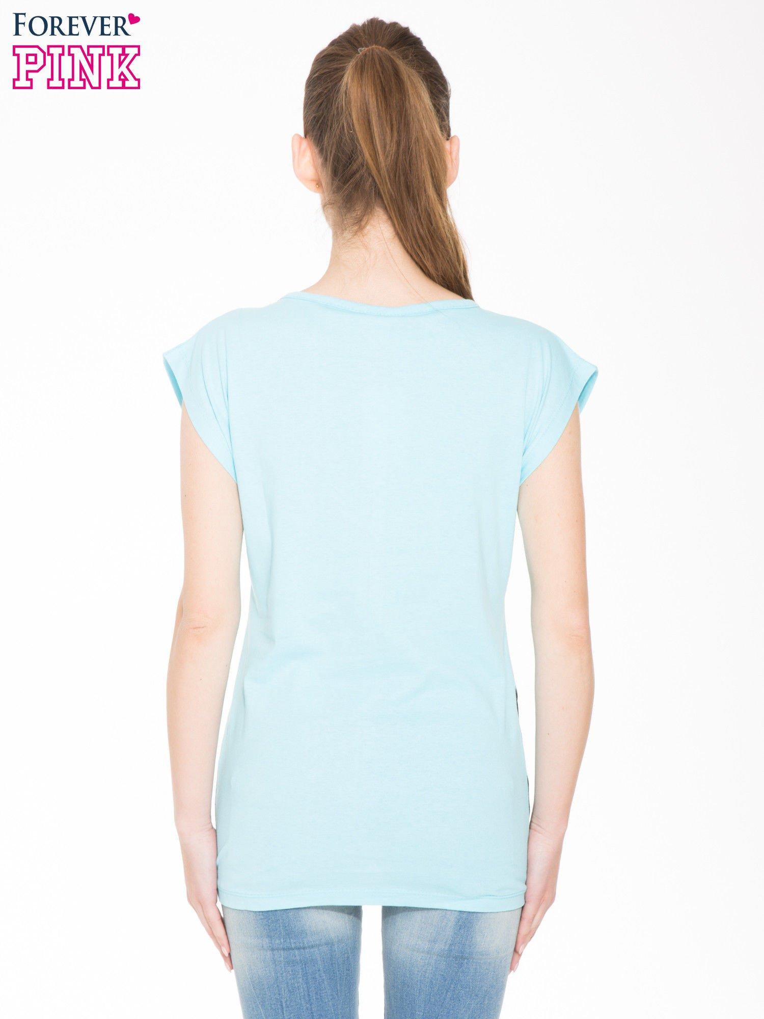 Jasnoniebieski t-shirt z nadrukiem NATURE                                  zdj.                                  3