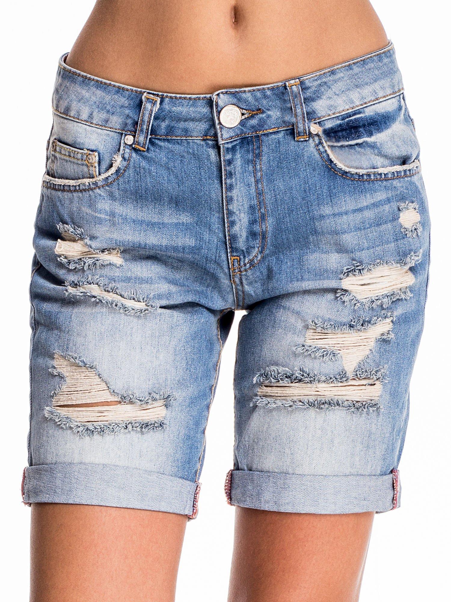 Jasnoniebieskie jeansowe szorty z podwijaną nogawką                                  zdj.                                  1