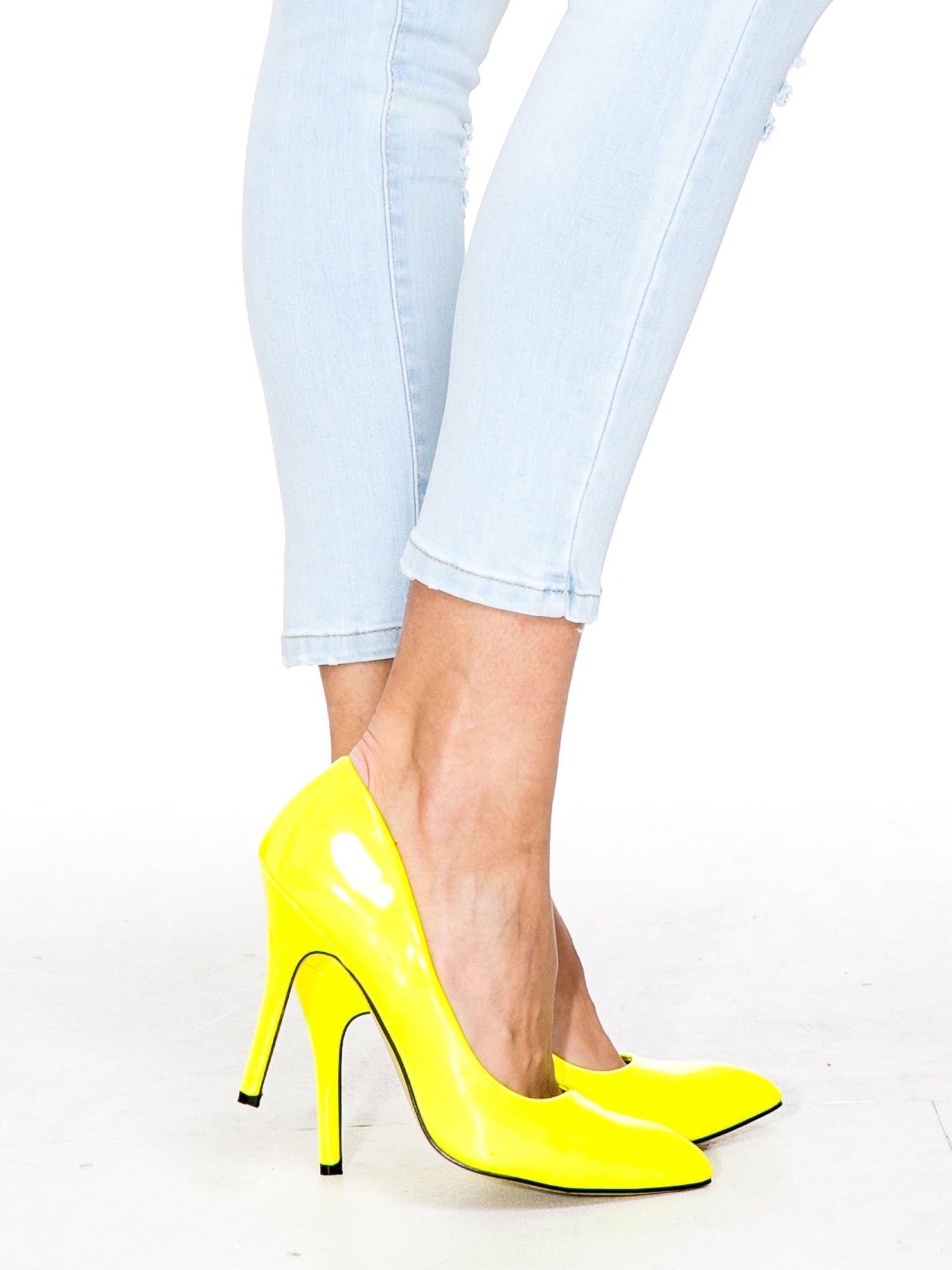 Jasnoniebieskie spodnie jeasnowe skinny jeans z łatami i dziurami                                  zdj.                                  8