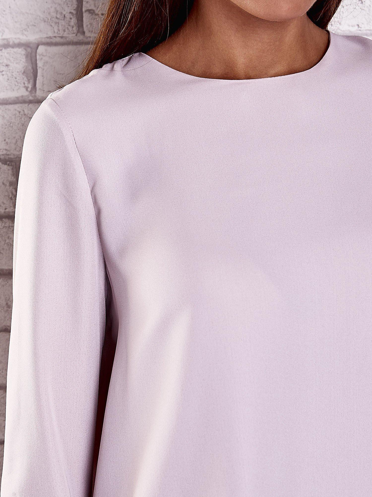 Jasnoróżowa bluzka z koronkowym wykończeniem rękawów                                  zdj.                                  6