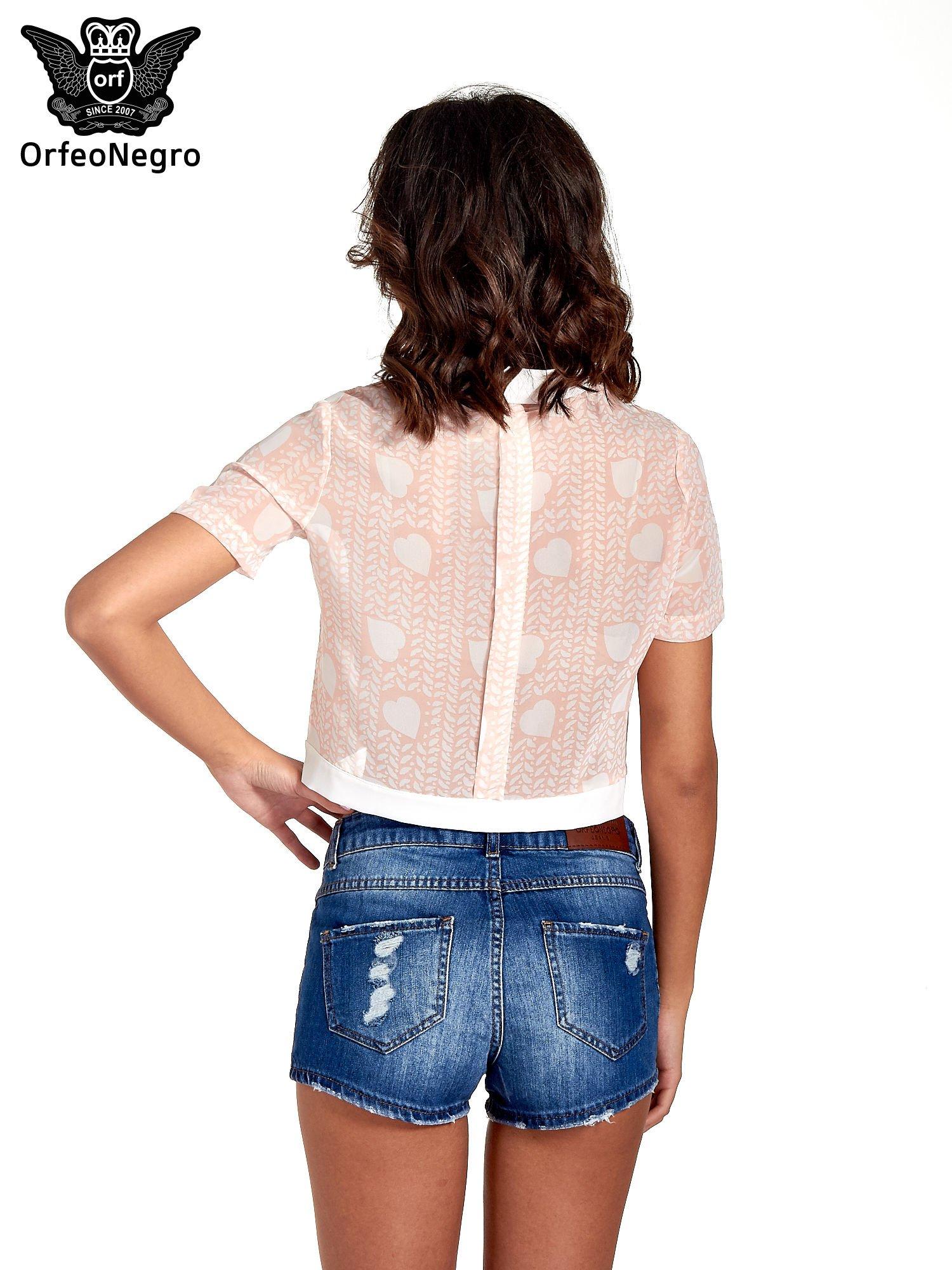 Jasnoróżowa koszula cropped w serduszka                                  zdj.                                  4