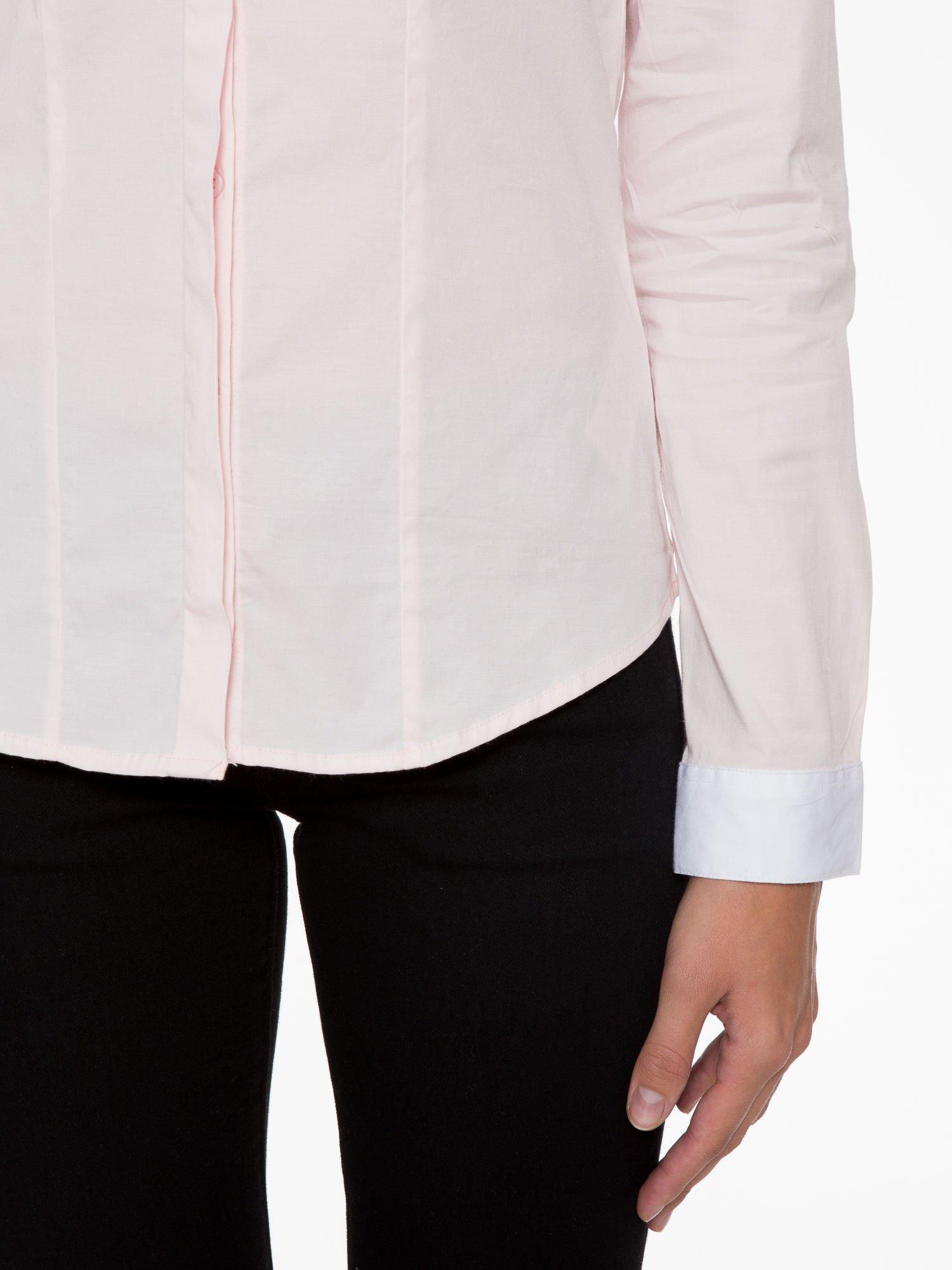 Jasnoróżowa koszula z białym kołnierzykiem i mankietami                                  zdj.                                  6