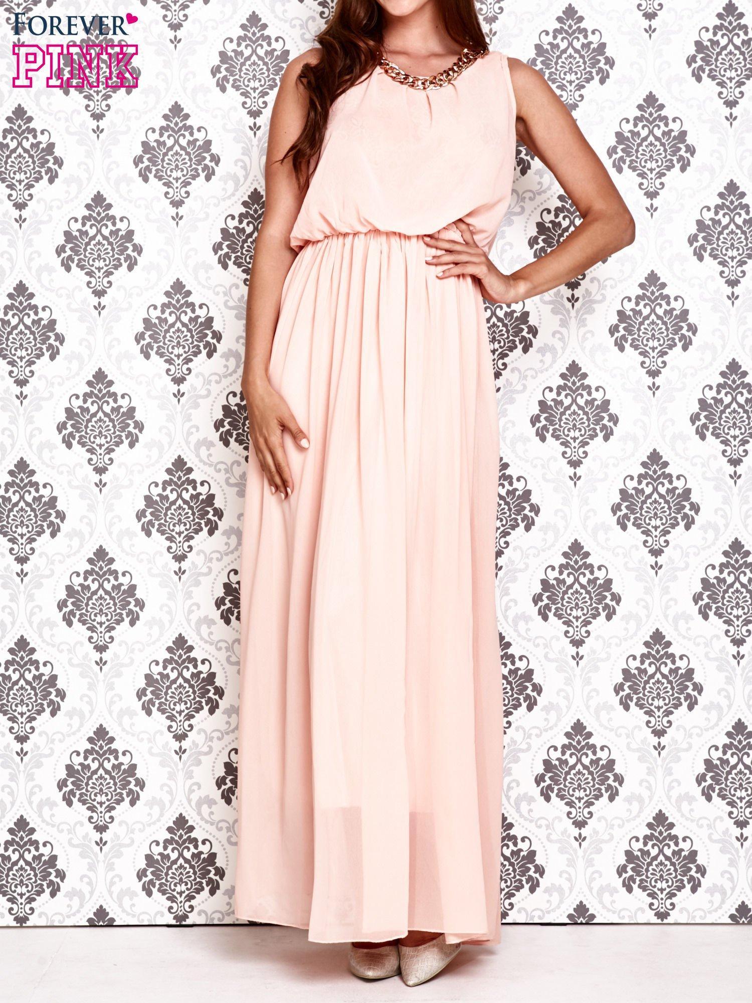 Jasnoróżowa sukienka maxi z łańcuchem przy dekolcie                                  zdj.                                  1