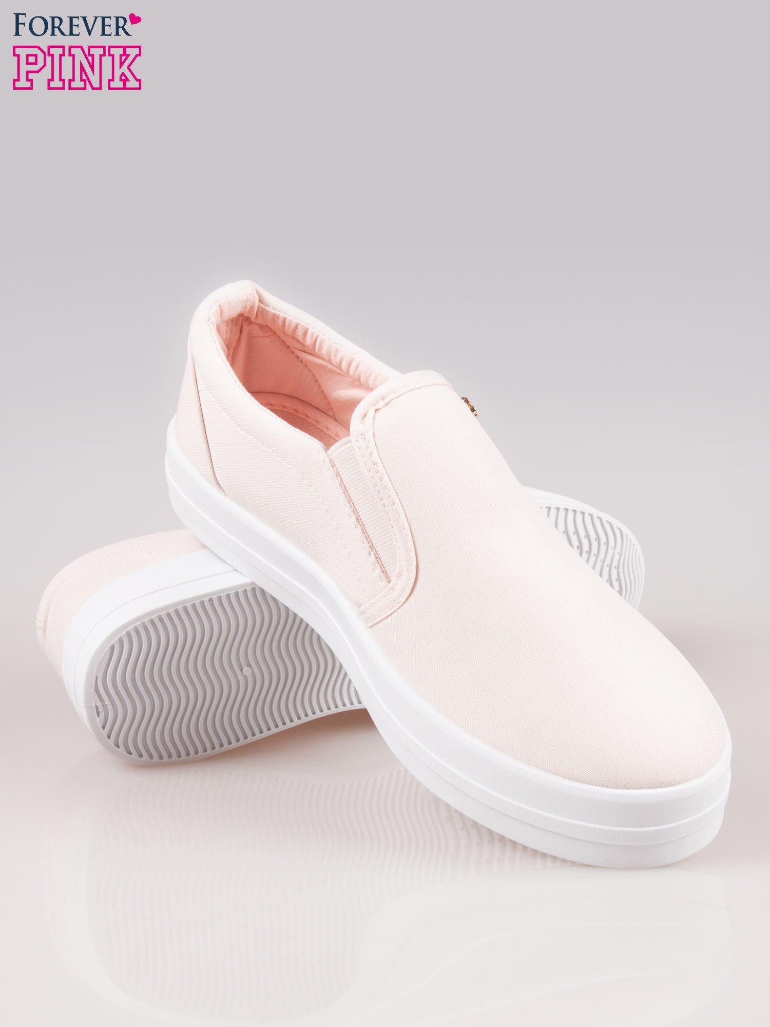 Jasnoróżowe buty slip on na grubej podeszwie                                  zdj.                                  4