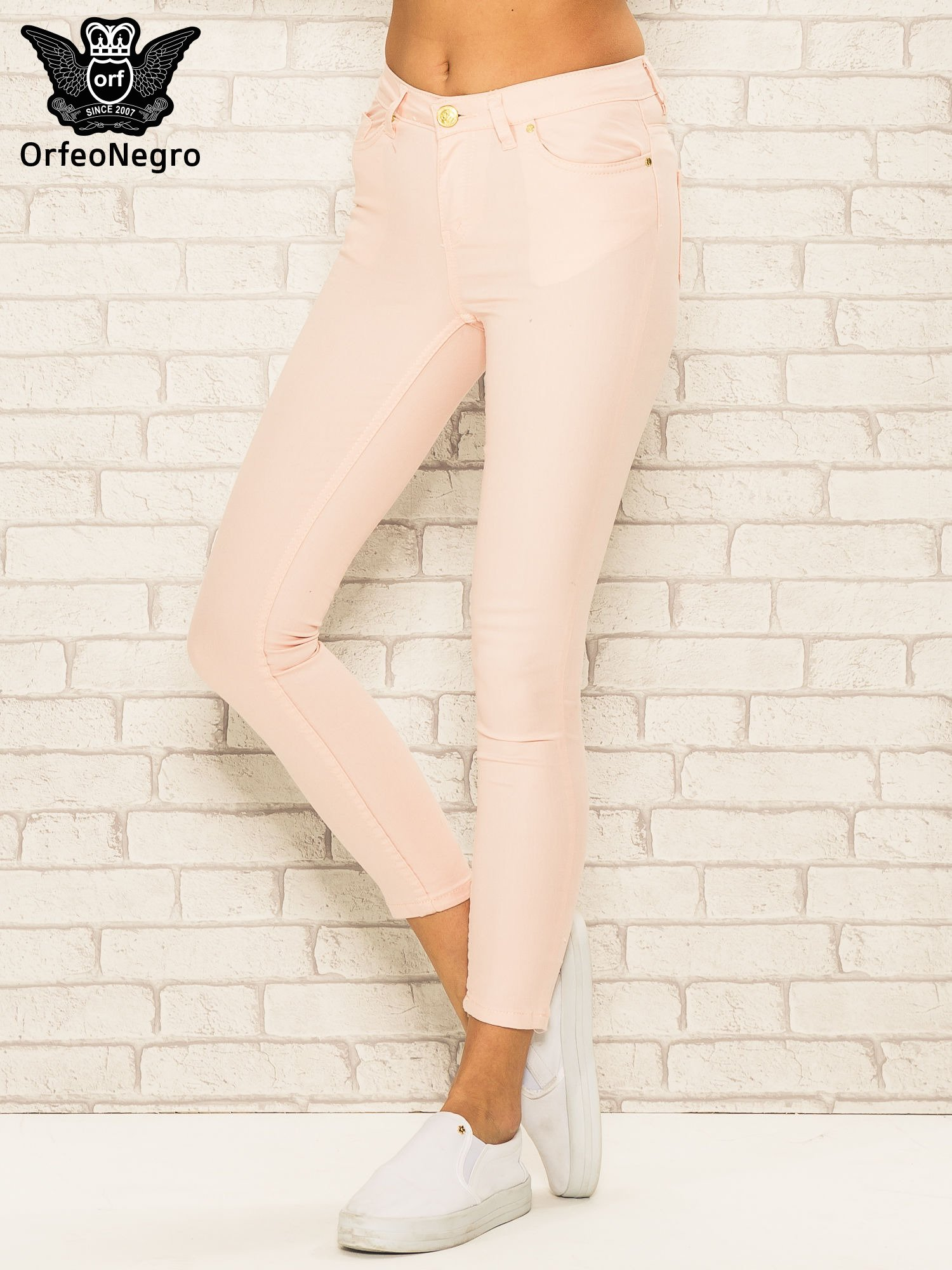Jasnoróżowe spodnie rurki skinny z kieszeniami                                  zdj.                                  1
