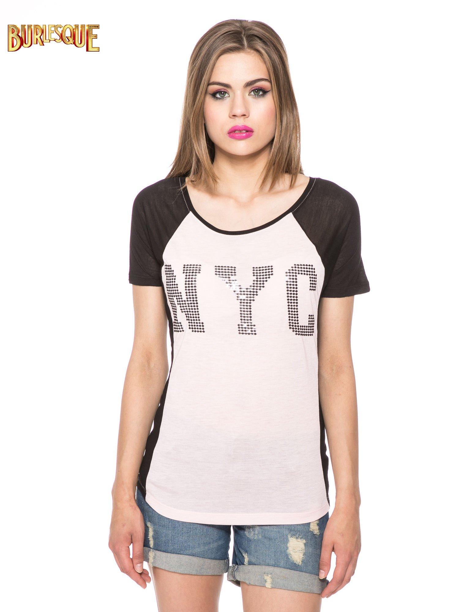 Jasnoróżowy t-shirt z błyszczącym nadrukiem NYC                                  zdj.                                  11
