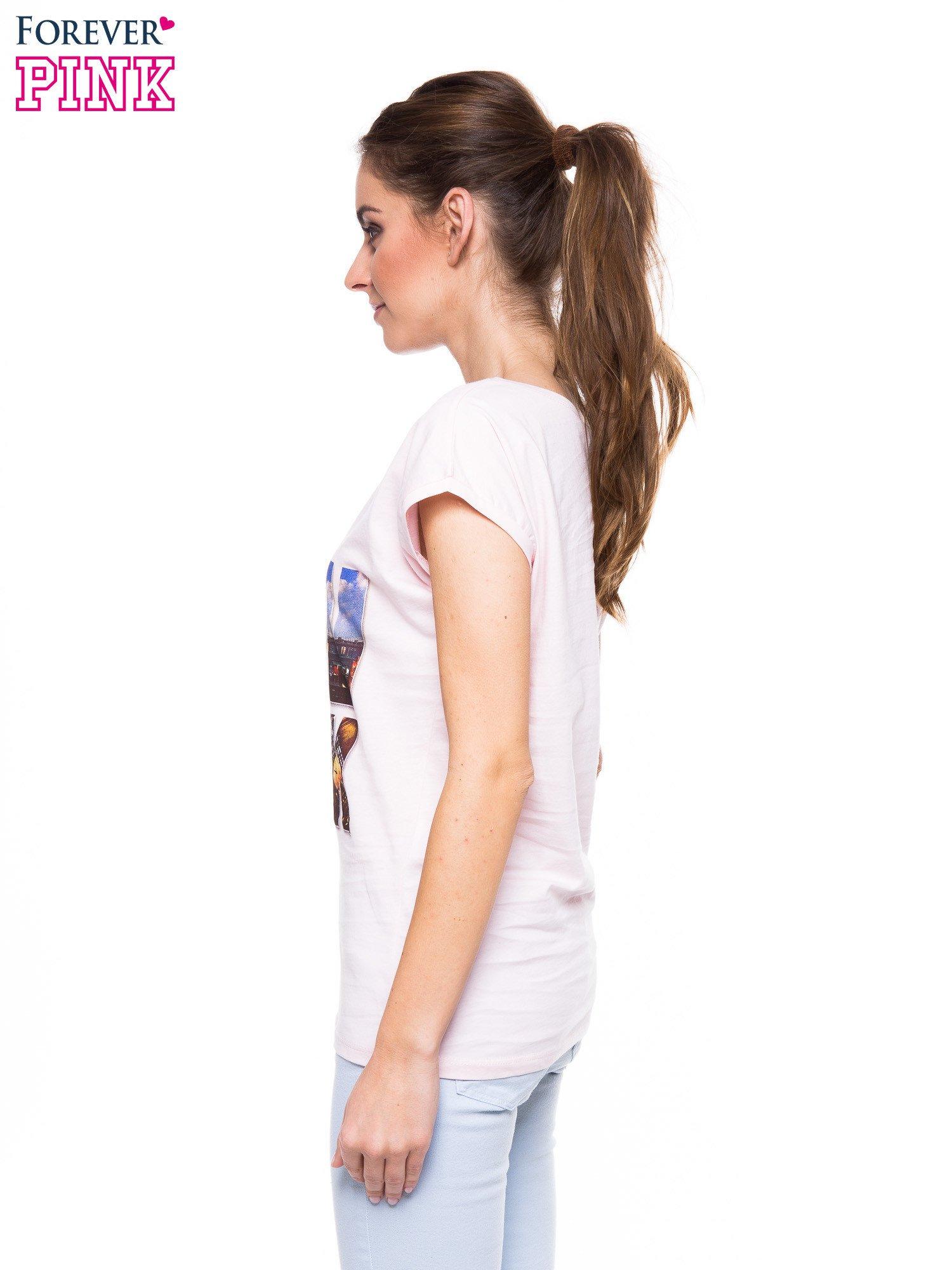 Jasnoróżowy t-shirt z nadrukiem NEW YORK                                  zdj.                                  2