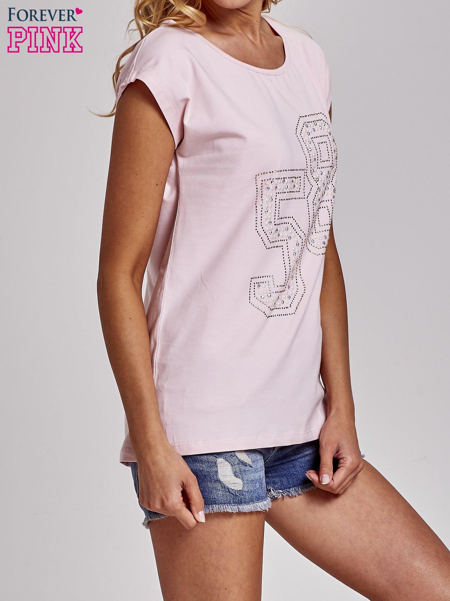 Jasnoróżowy t-shirt z numerem 58 z dżetów                                  zdj.                                  3