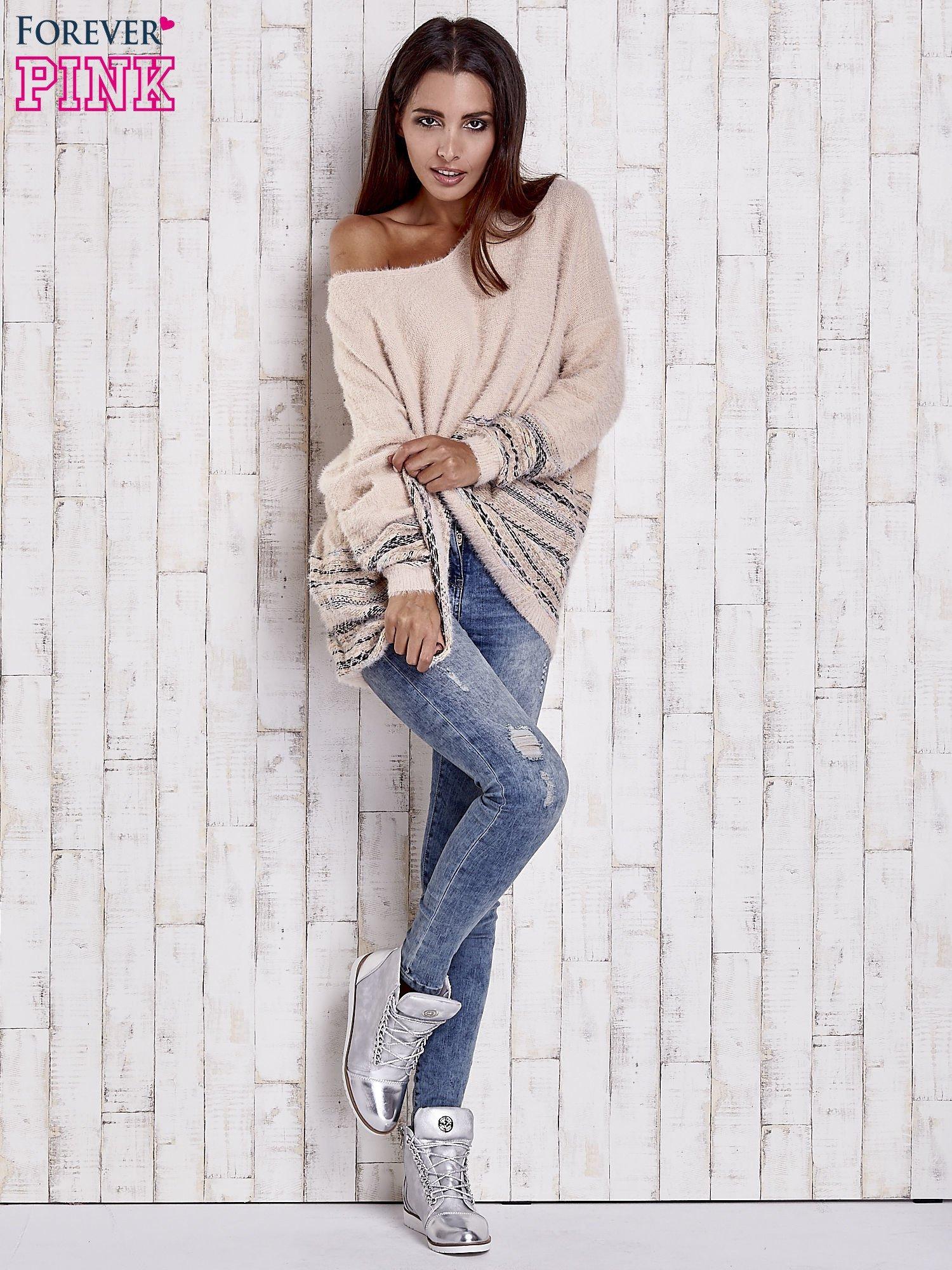 Jasnoróżowy włochaty sweter oversize z kolorową nitką                                   zdj.                                  2