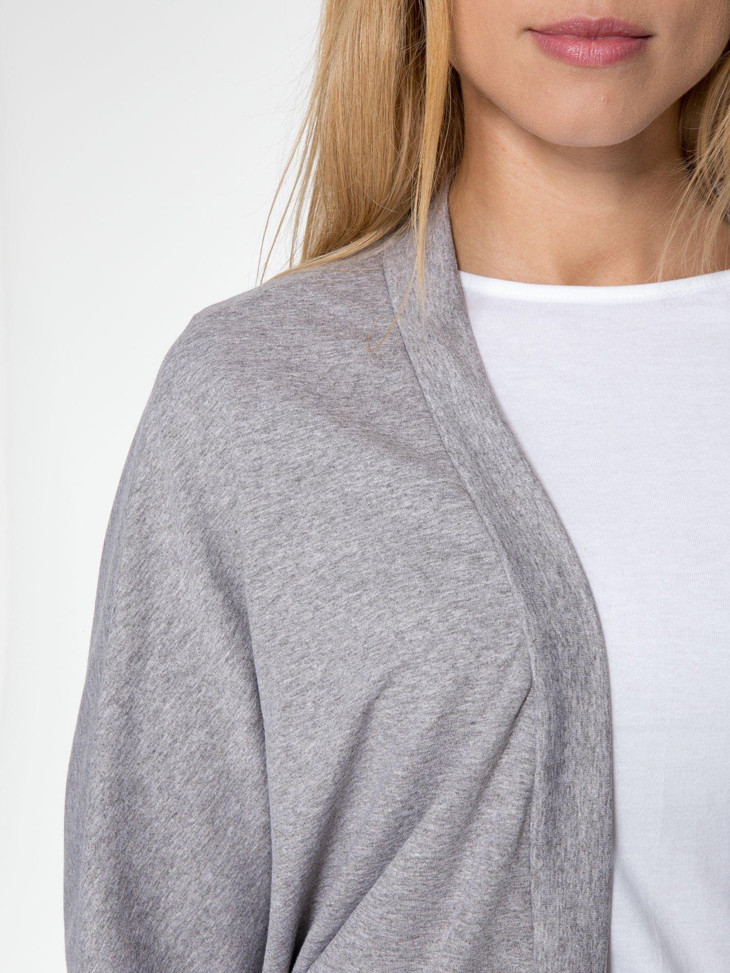 Jasnoszara dresowa otwarta bluza z nietoperzowymi rękawami                                  zdj.                                  6