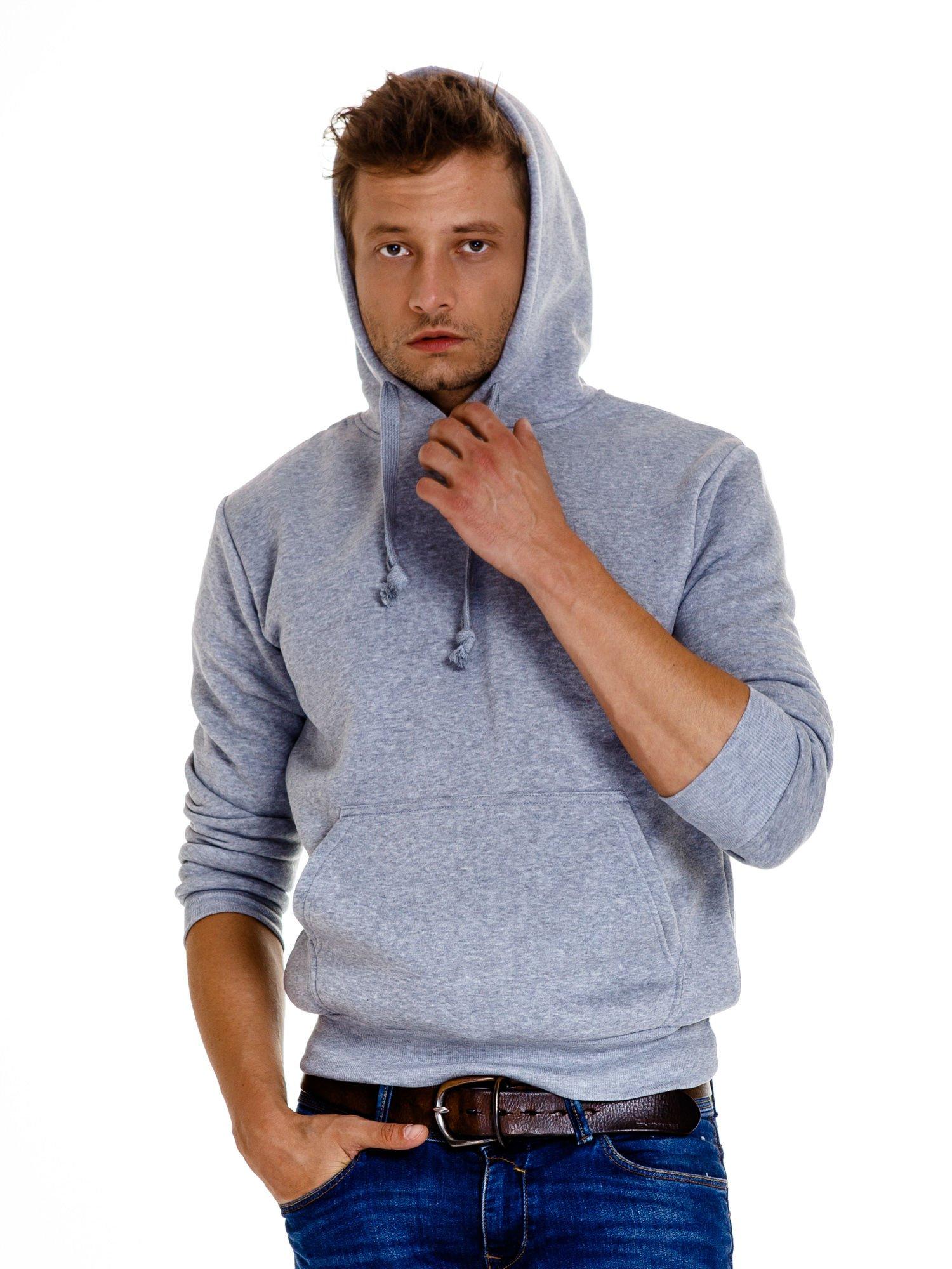 Jasnoszara gładka bluza męska z kieszeniami i kapturem                                  zdj.                                  6