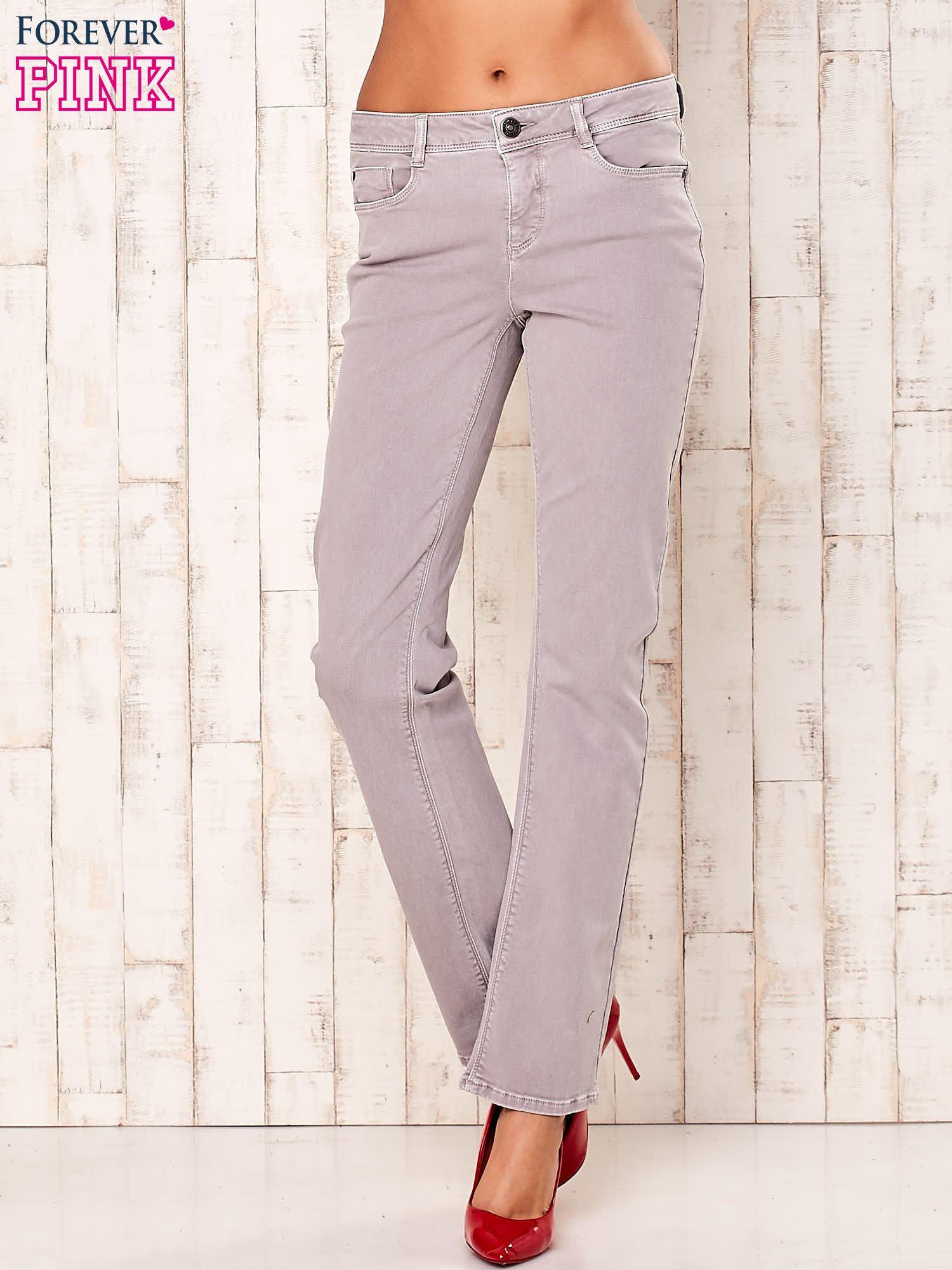 Jasnoszare spodnie o prostym kroju                                  zdj.                                  1