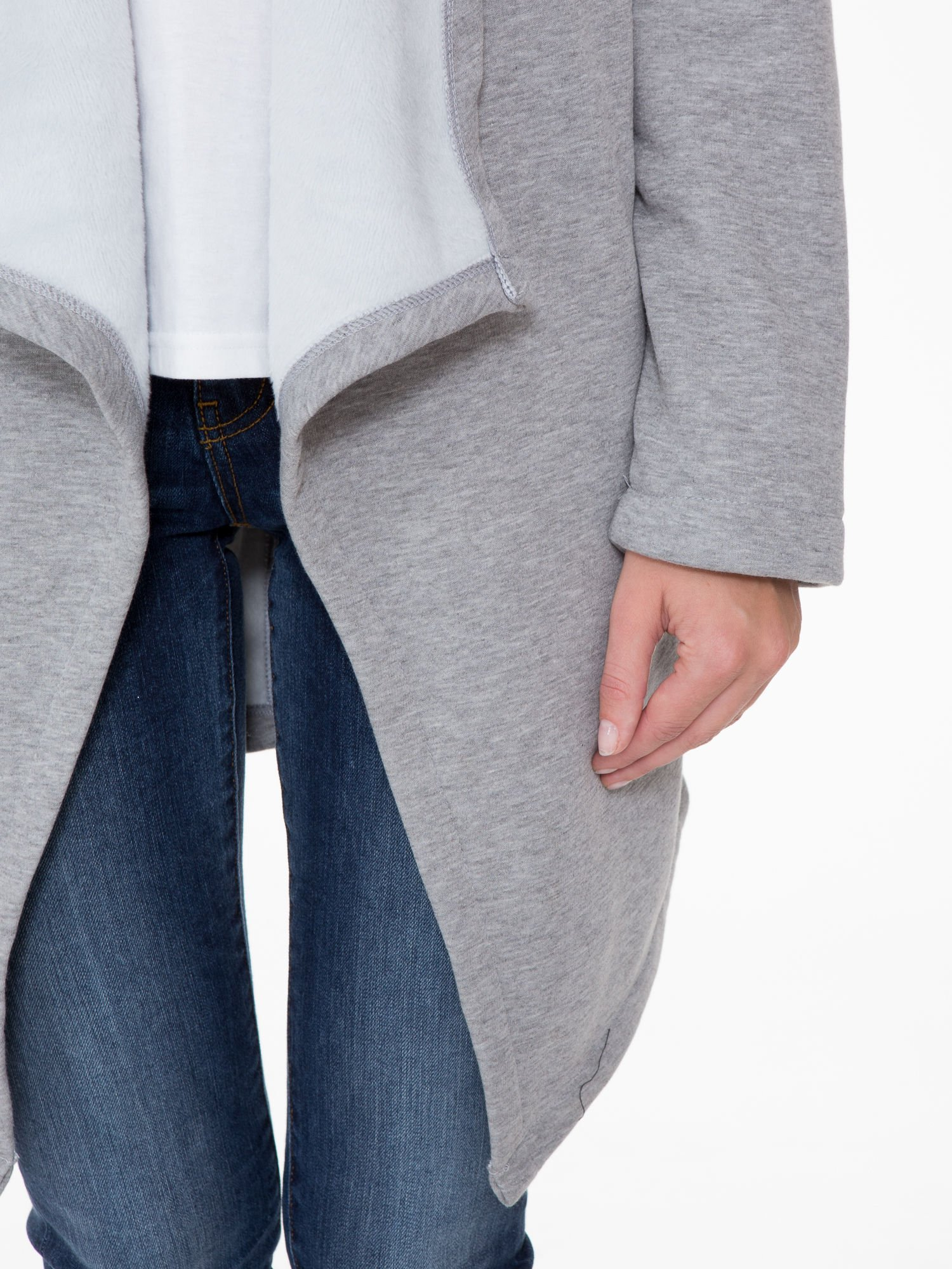 Jasnoszary płaszcz dresowy z asymetrycznymi bokami                                  zdj.                                  7