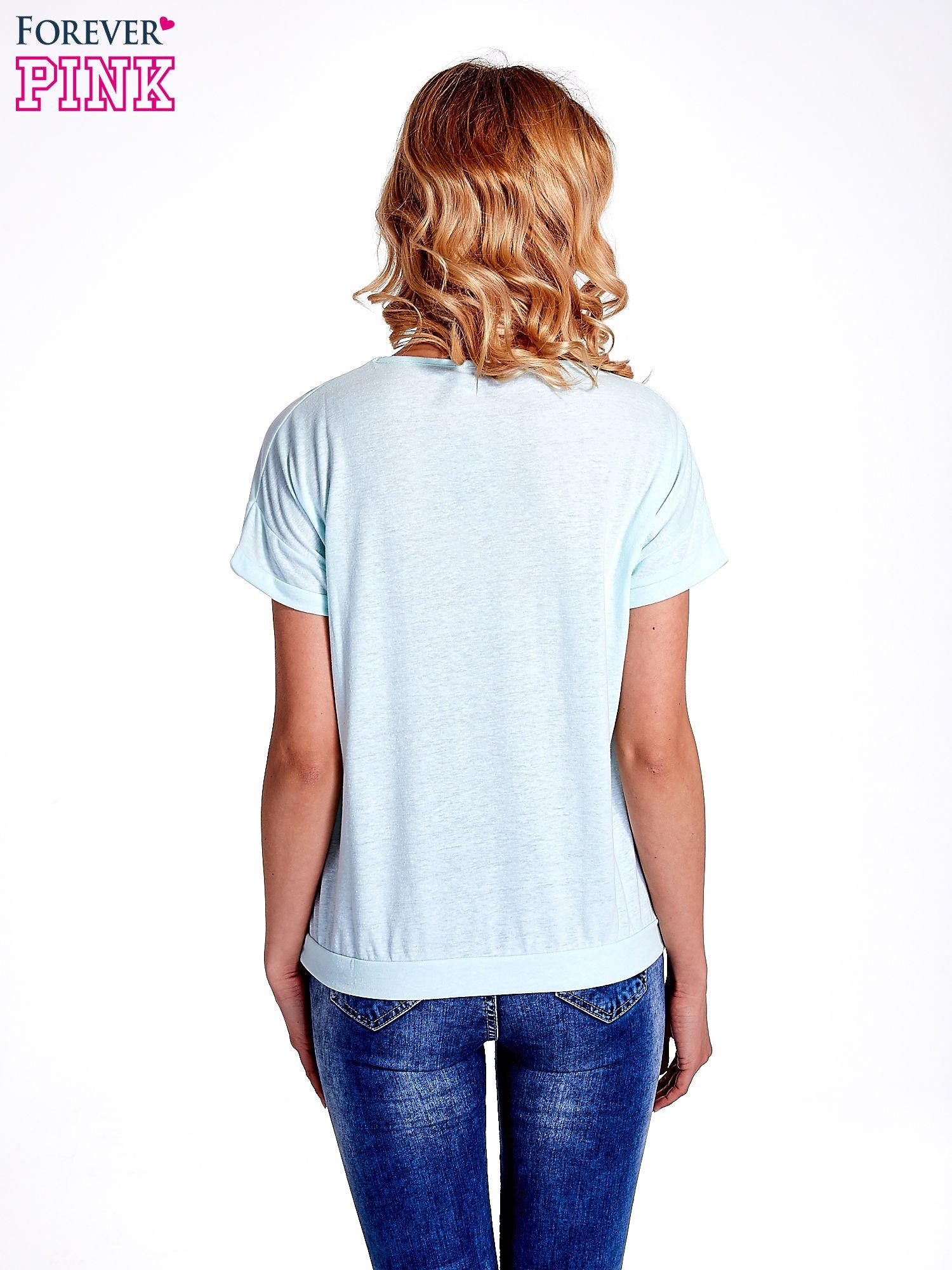 Jasnoturkusowy t-shirt z kieszonką                                  zdj.                                  3