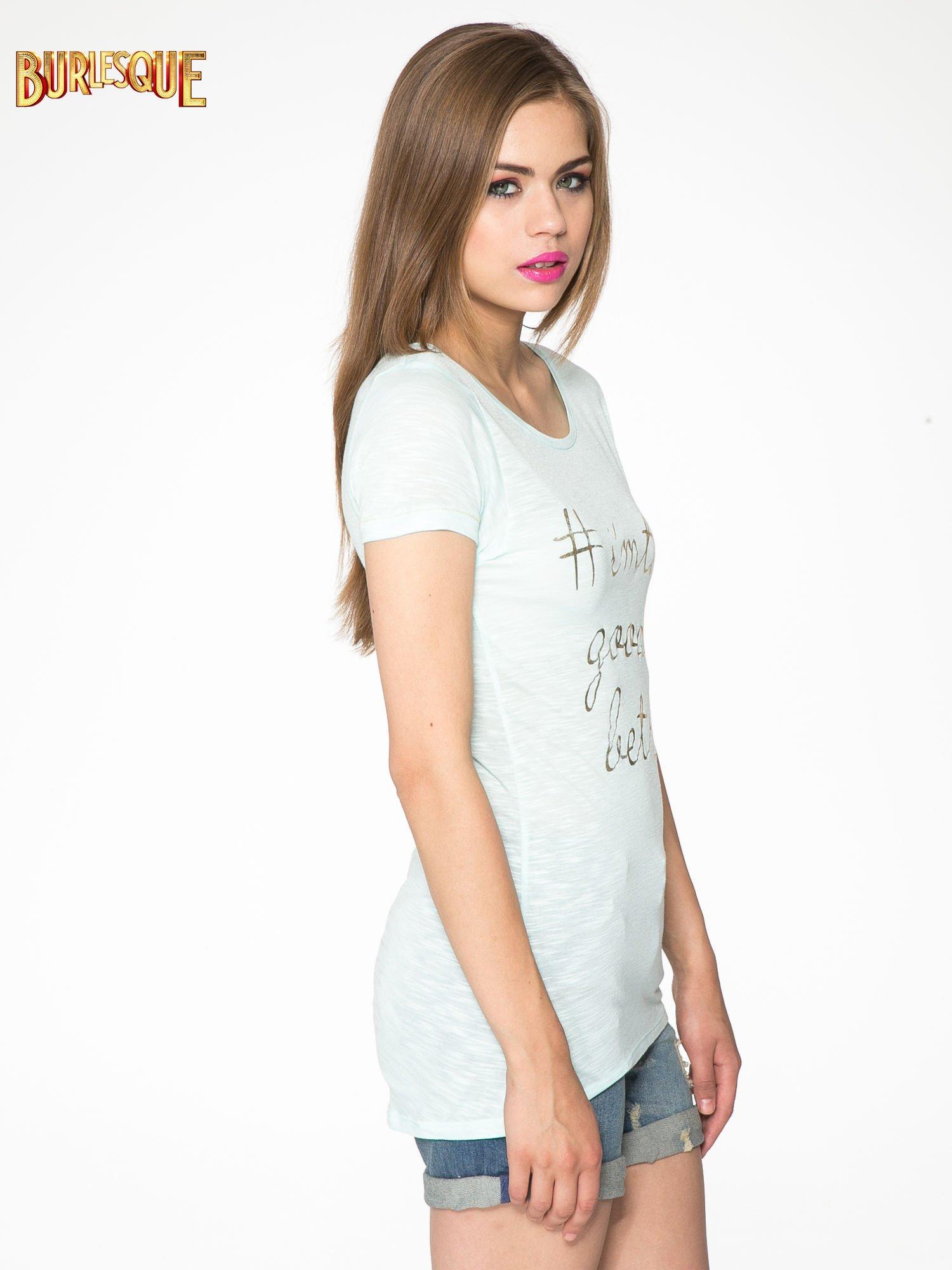 Jasnozielony t-shirt ze złotym hasztagiem                                  zdj.                                  3