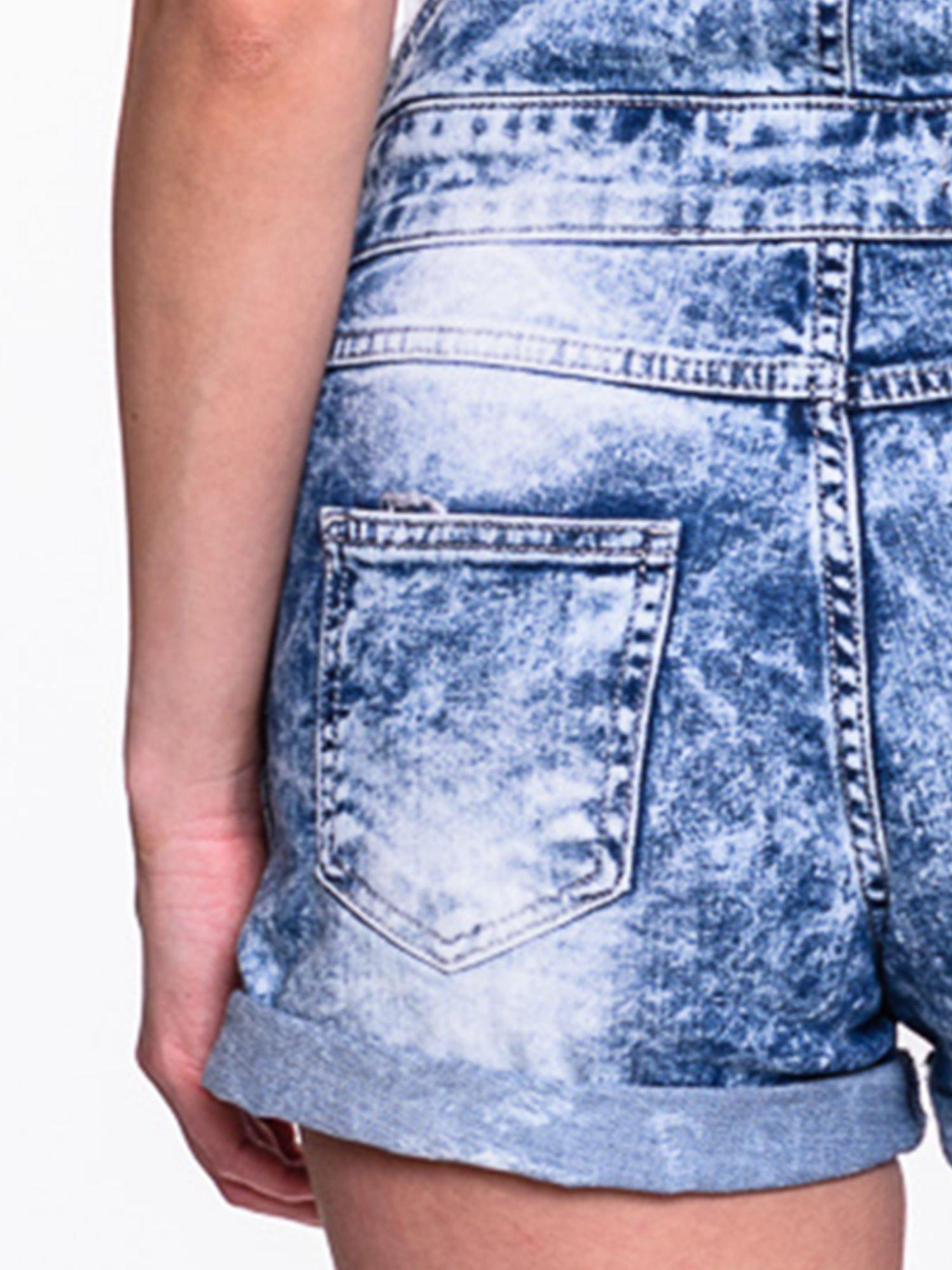 Jeansowe krótkie ogrodniczki marmurkowe z podwijanymi nogawkami                                  zdj.                                  8