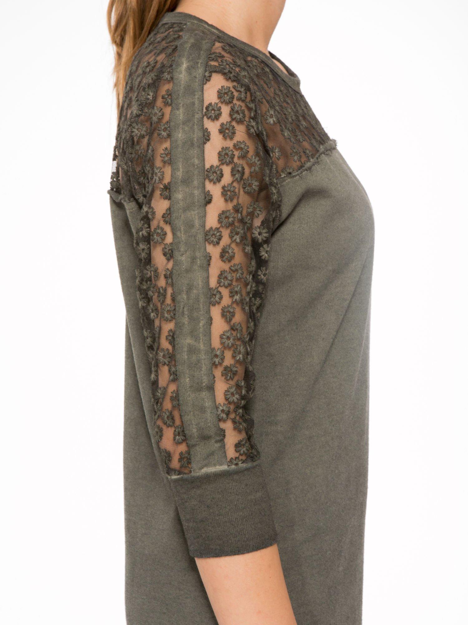 Khaki dresowa sukienka z koronkowym karczkiem                                  zdj.                                  8