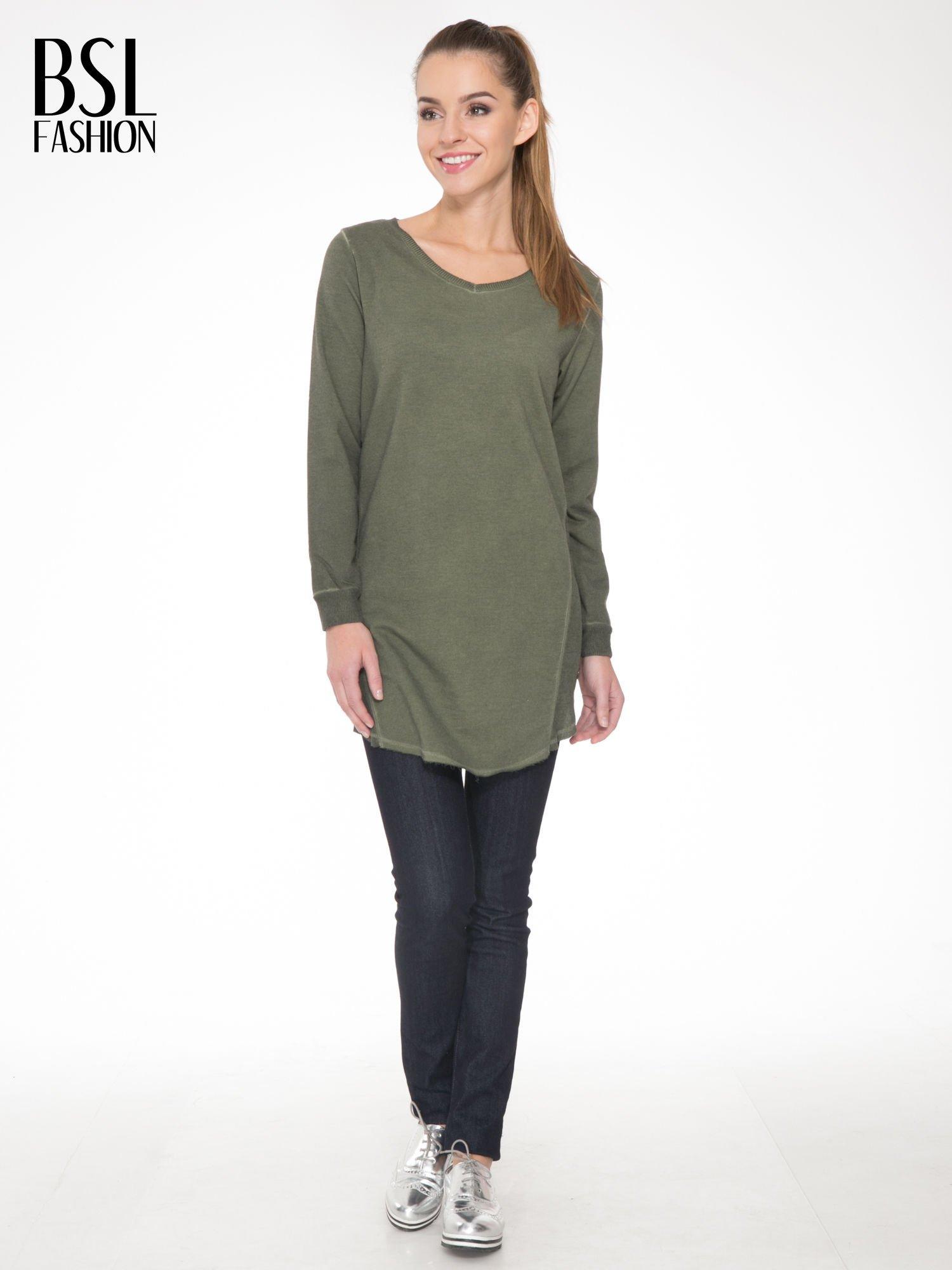 Khaki dresowa sukienkotunika z zaokrąglonym dołem                                  zdj.                                  2
