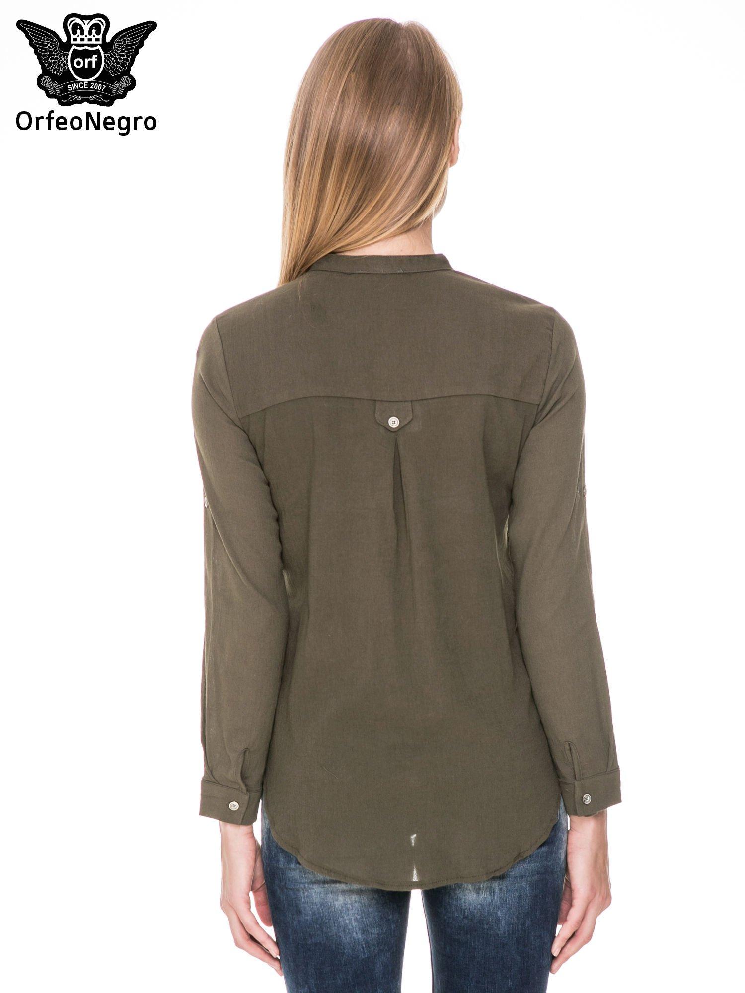 Khaki koszula z ażurowaniem na górze i kieszonką                                  zdj.                                  4